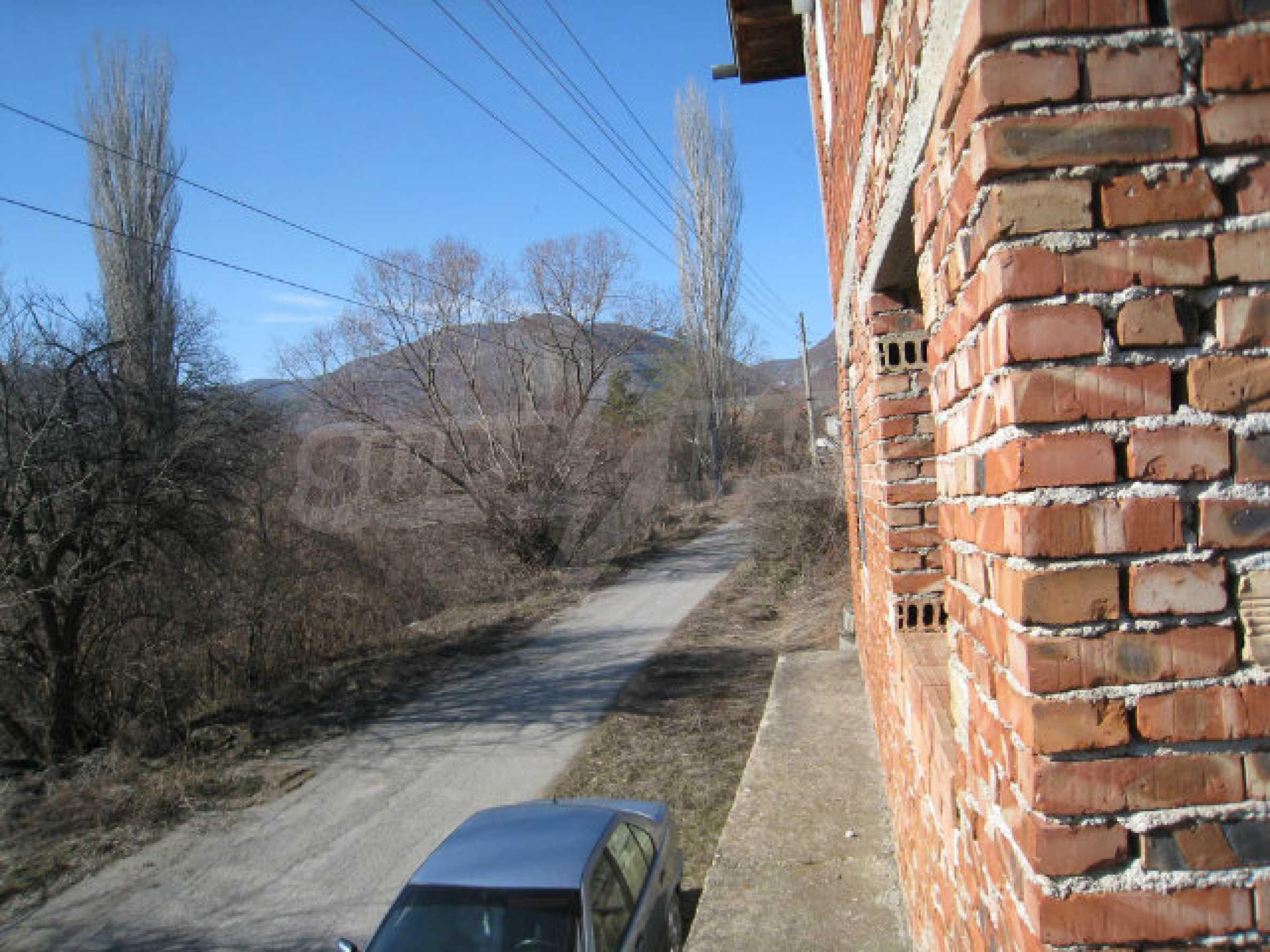 Alte und neue Häuser mit Hof im Dorf 21 km von Kyustendil 4