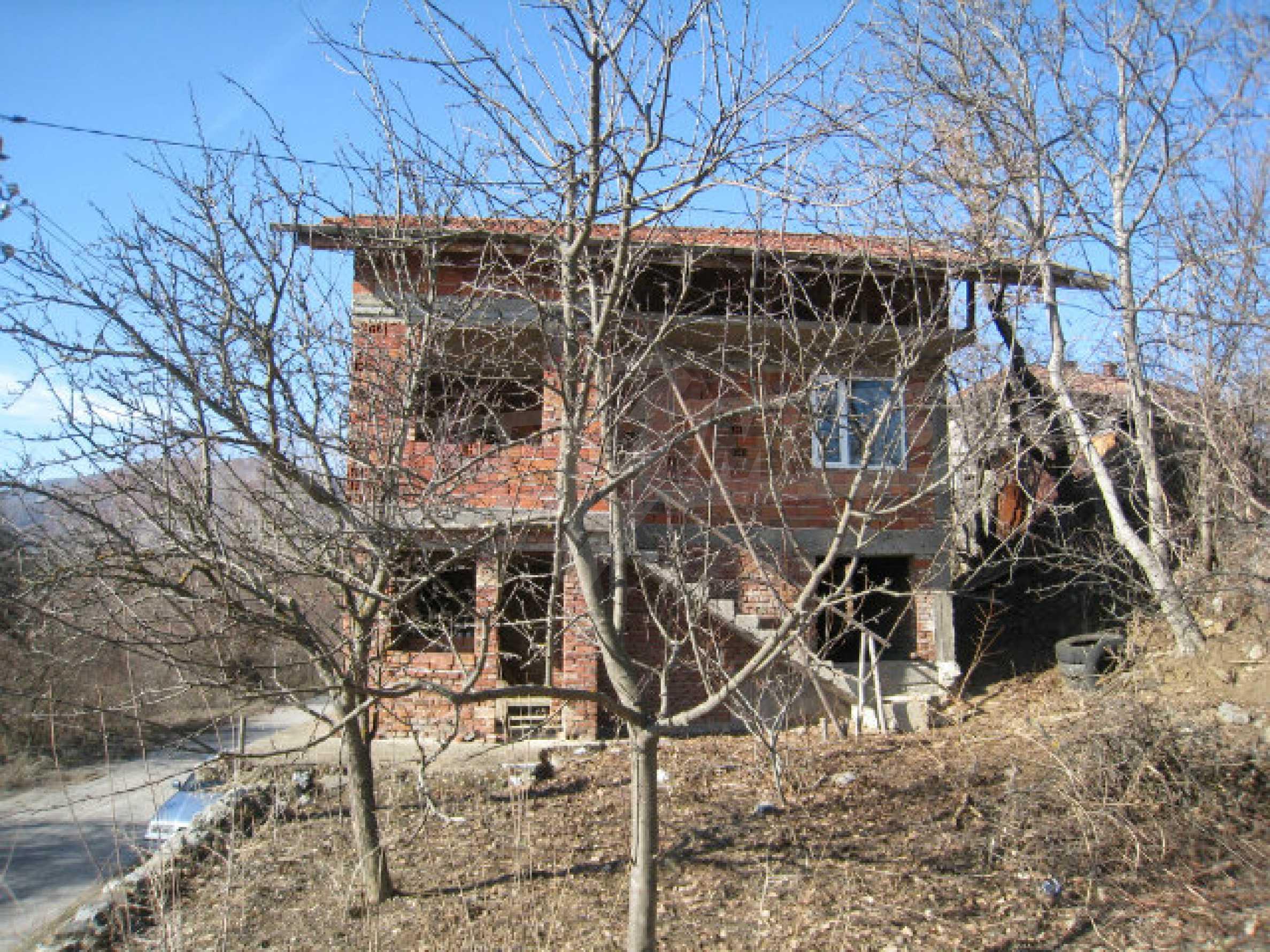 Alte und neue Häuser mit Hof im Dorf 21 km von Kyustendil 52