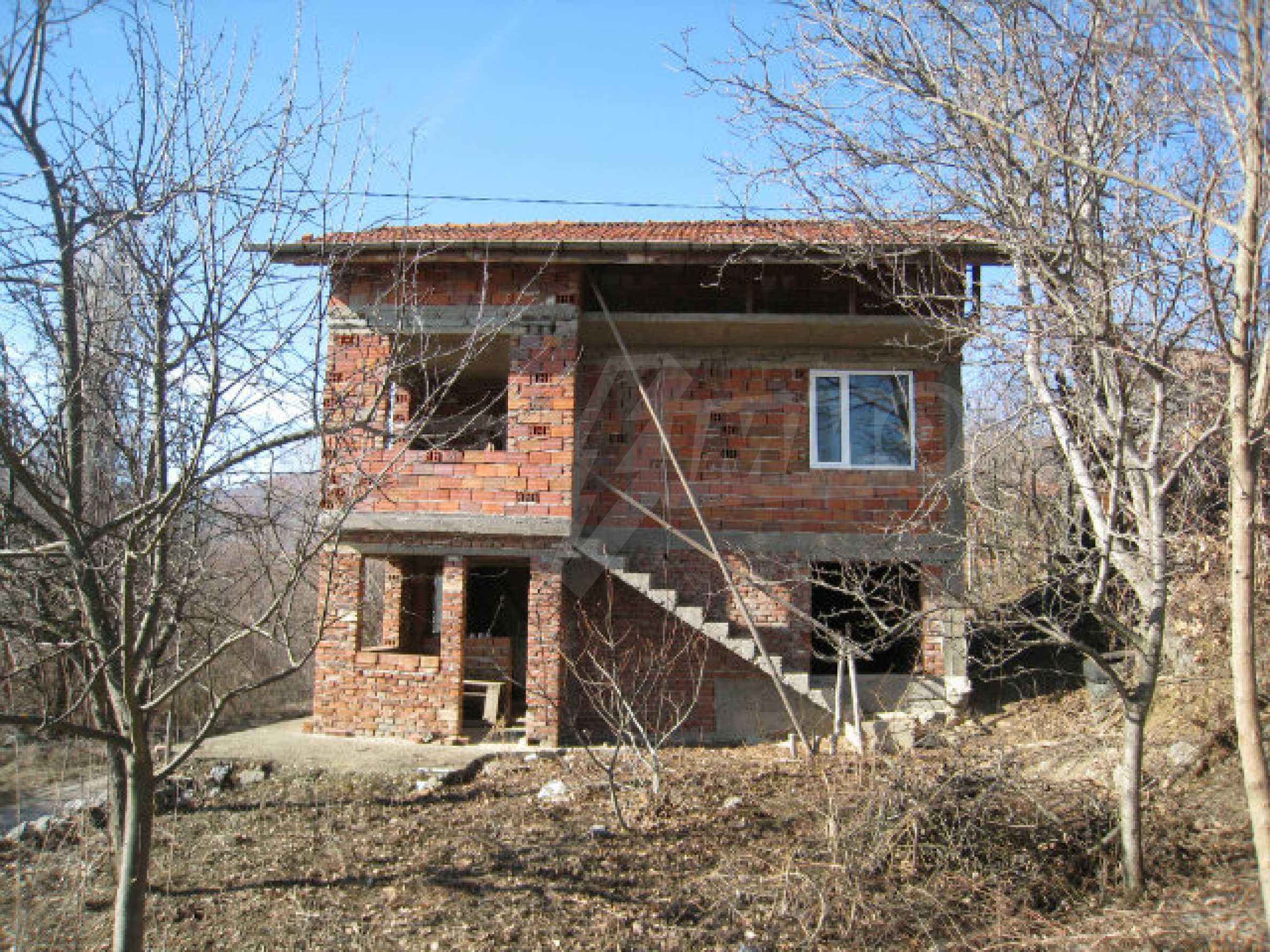 Alte und neue Häuser mit Hof im Dorf 21 km von Kyustendil 53