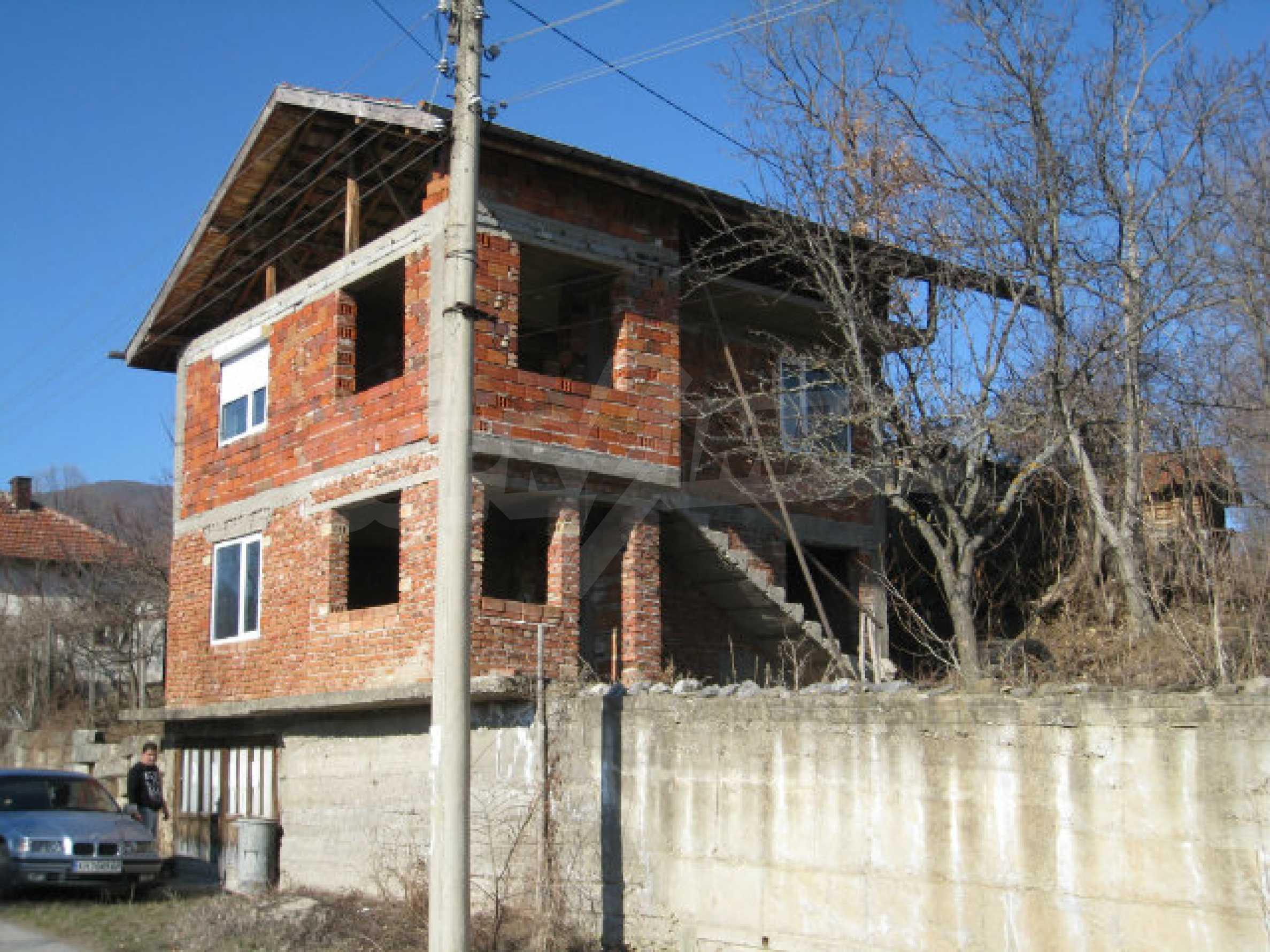 Alte und neue Häuser mit Hof im Dorf 21 km von Kyustendil 54
