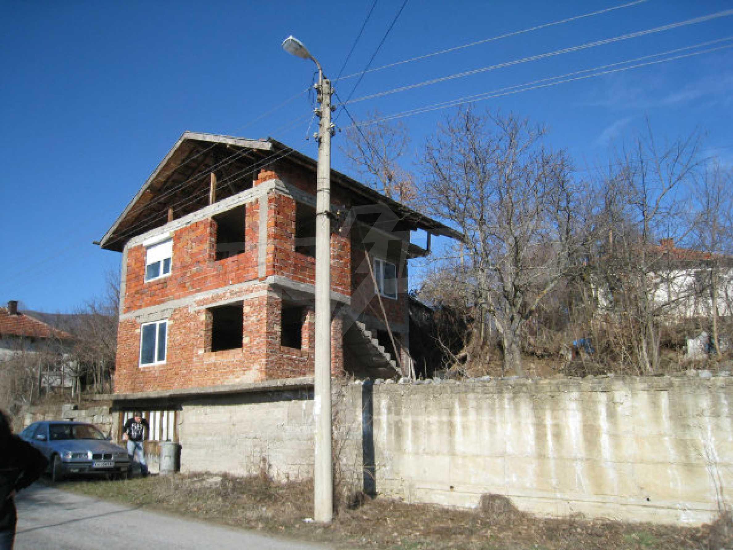Alte und neue Häuser mit Hof im Dorf 21 km von Kyustendil 55