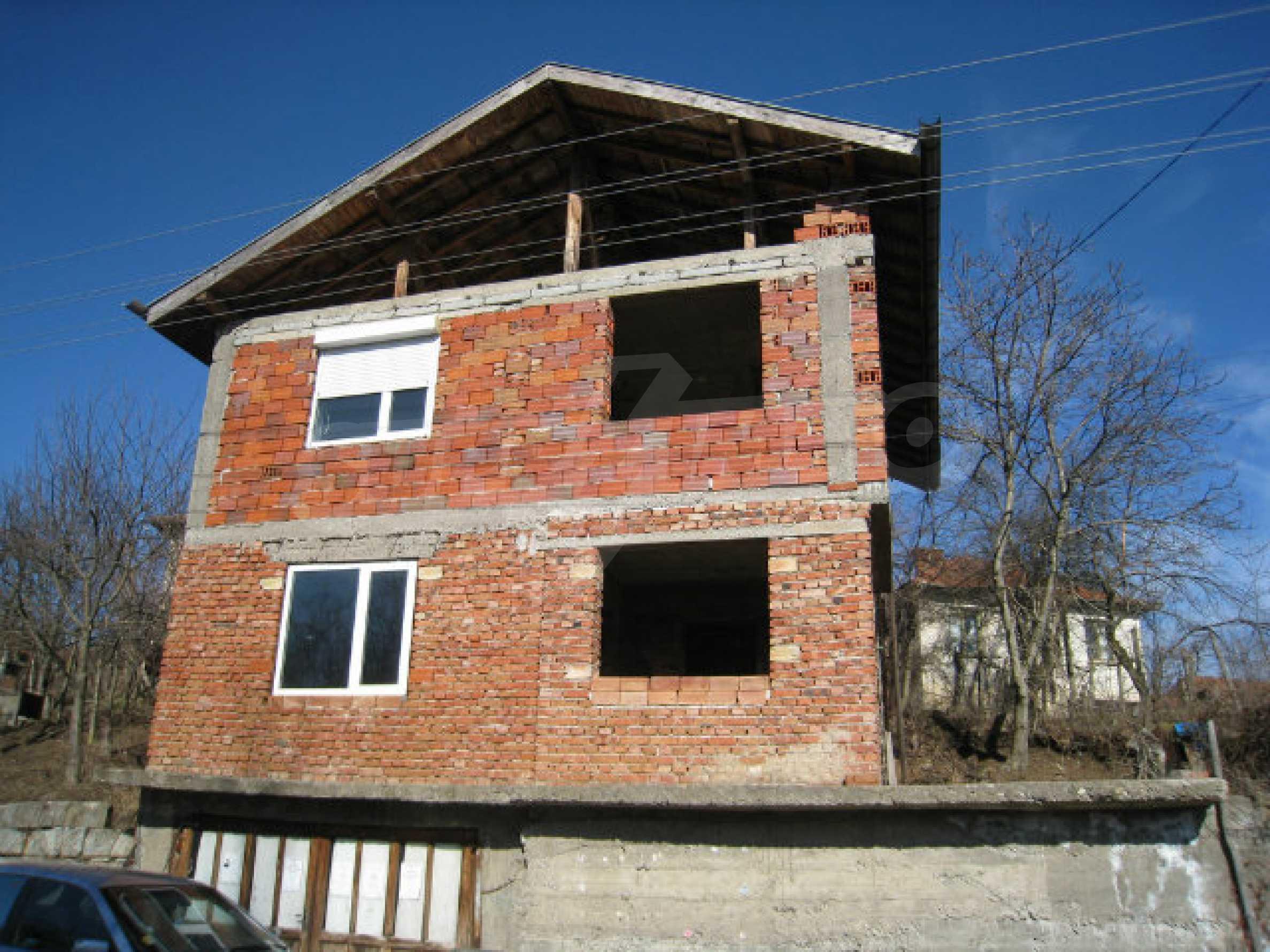 Alte und neue Häuser mit Hof im Dorf 21 km von Kyustendil 56
