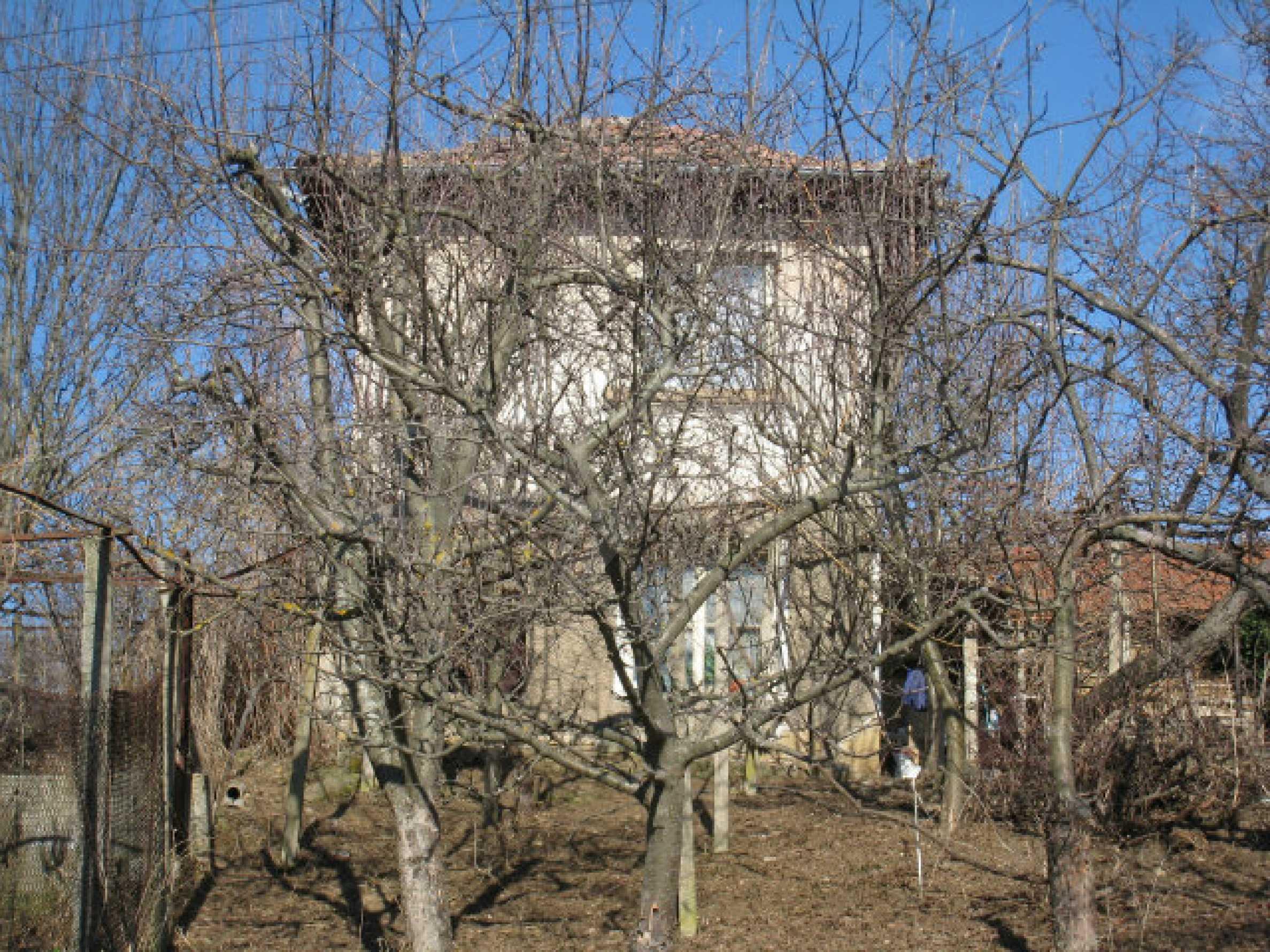 Alte und neue Häuser mit Hof im Dorf 21 km von Kyustendil 57