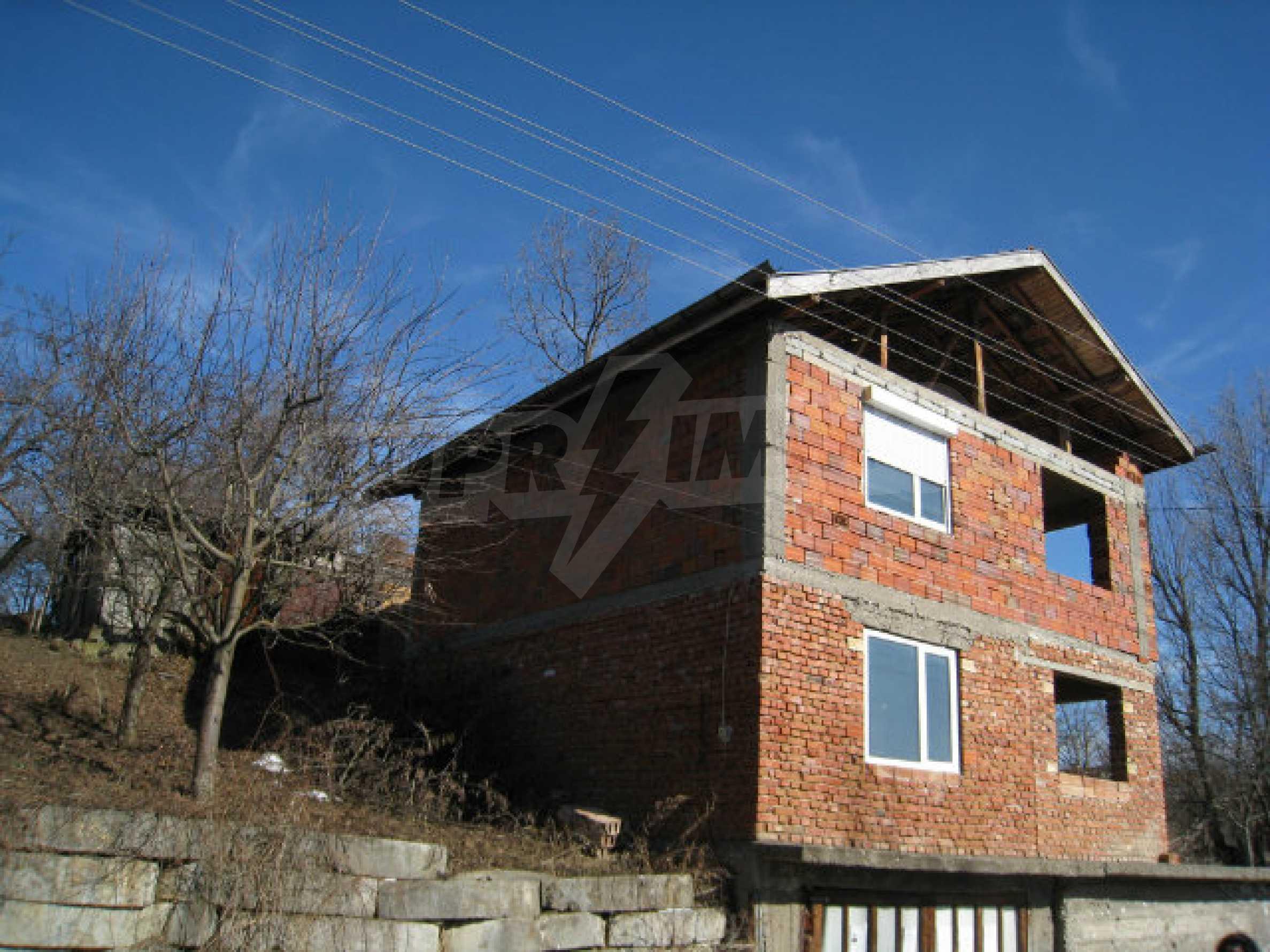 Alte und neue Häuser mit Hof im Dorf 21 km von Kyustendil 58