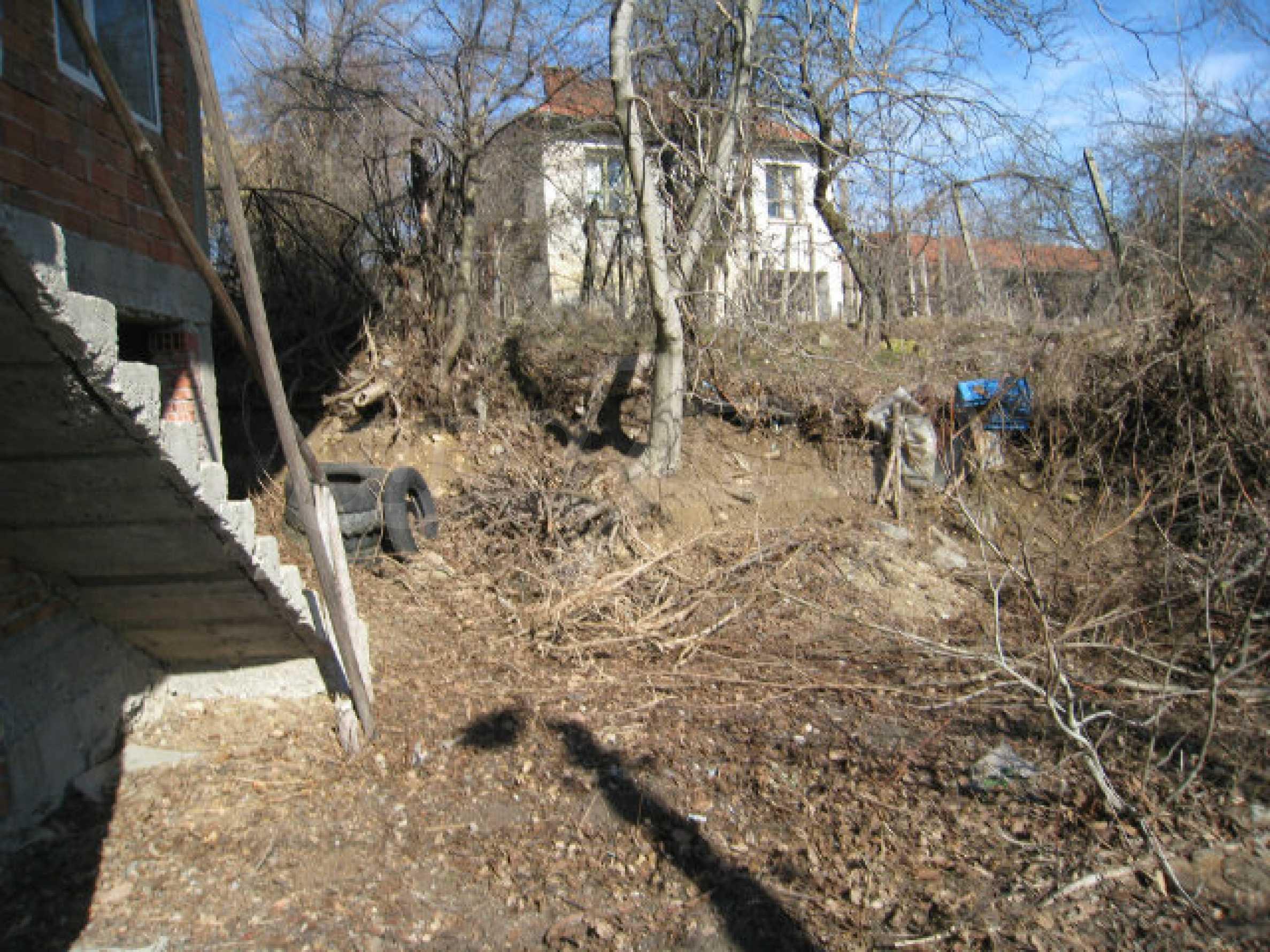 Alte und neue Häuser mit Hof im Dorf 21 km von Kyustendil 5