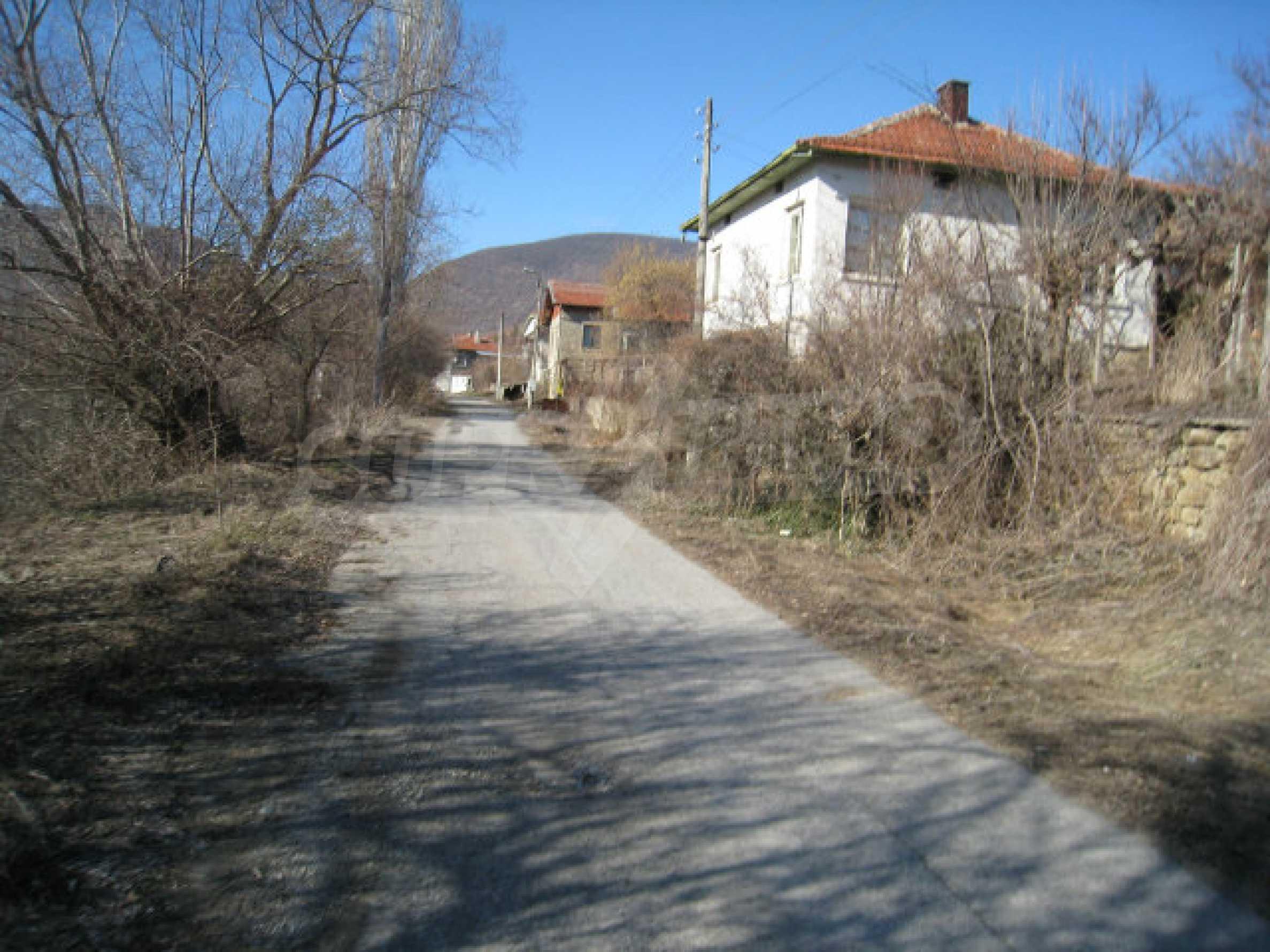 Alte und neue Häuser mit Hof im Dorf 21 km von Kyustendil 59