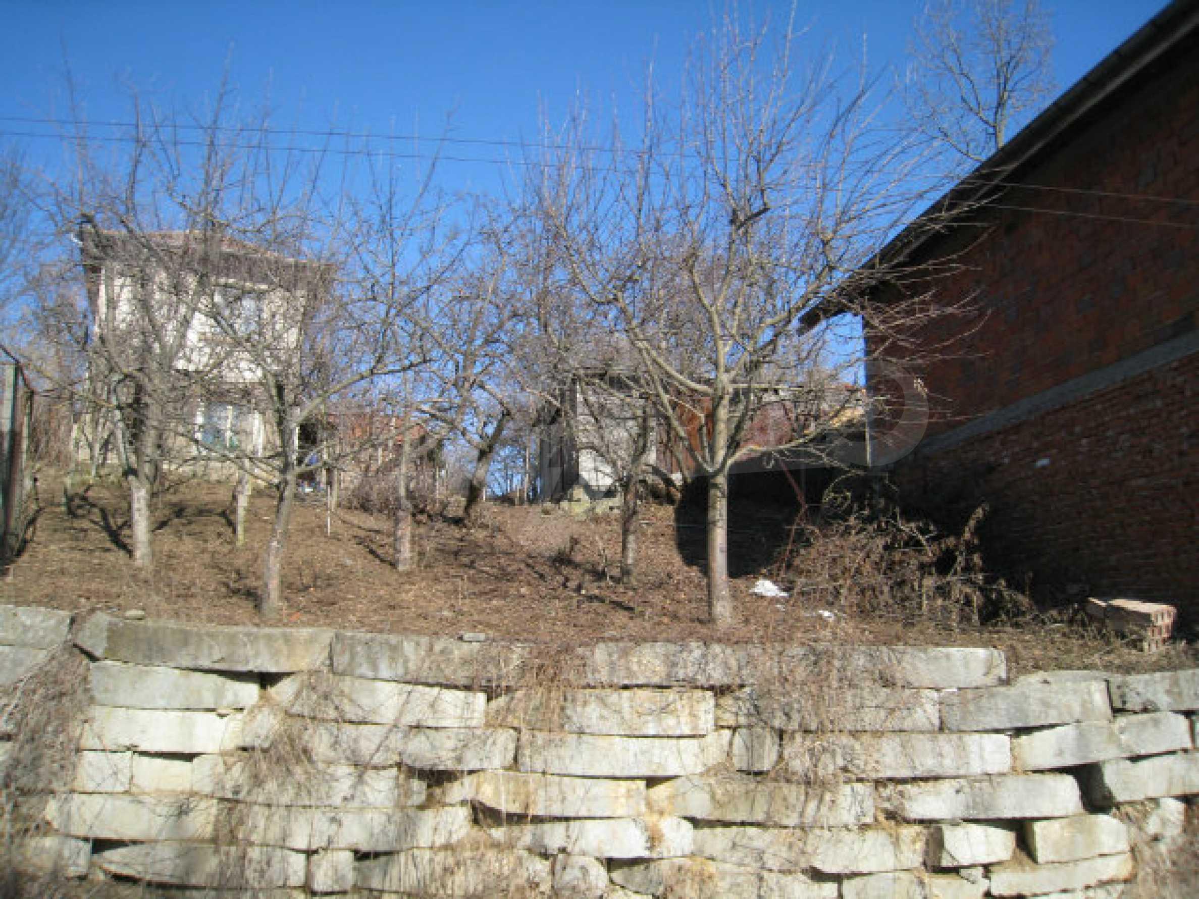 Alte und neue Häuser mit Hof im Dorf 21 km von Kyustendil 61