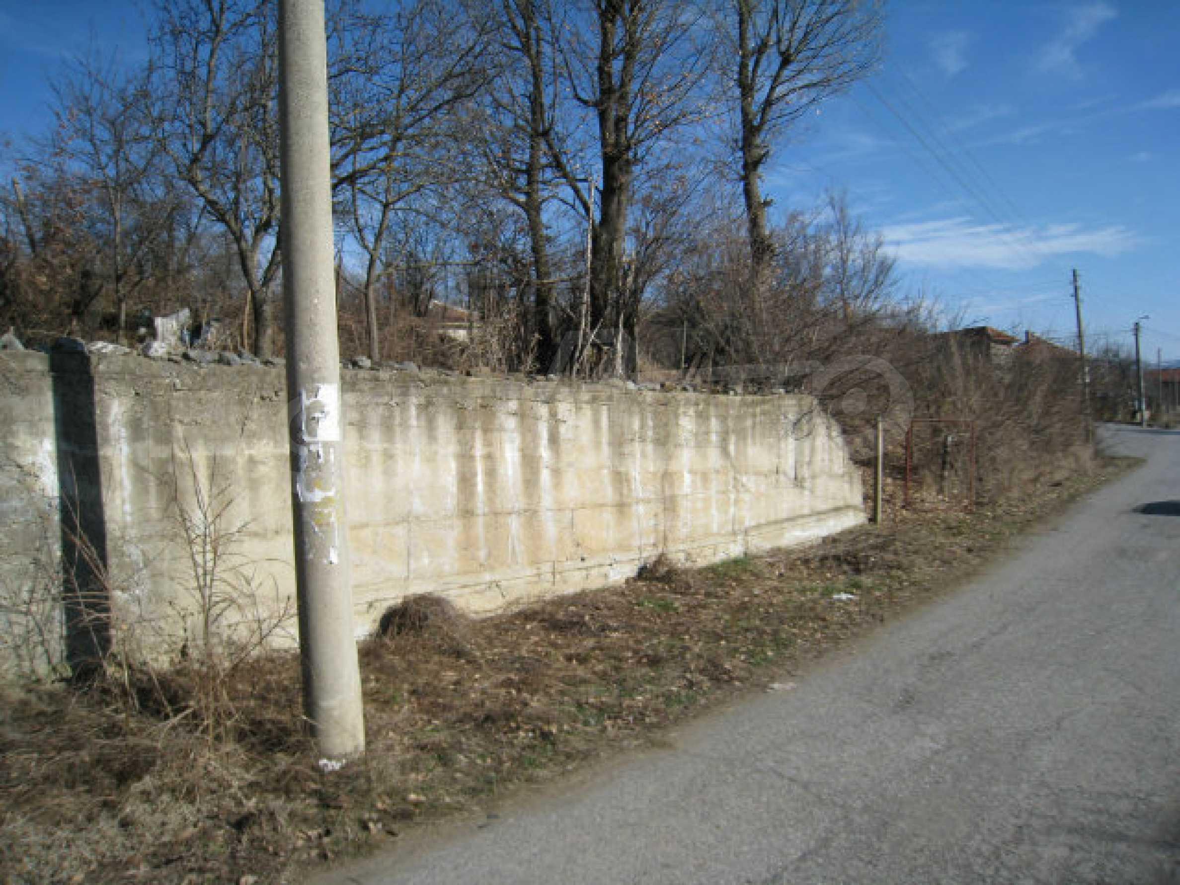 Alte und neue Häuser mit Hof im Dorf 21 km von Kyustendil 62