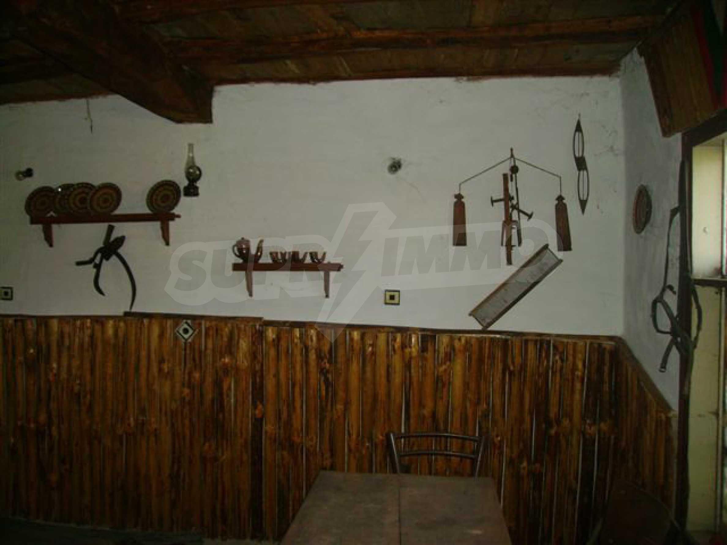 Zweistöckiges Haus mit Hof in einem Dorf in der Nähe von Lovech 10