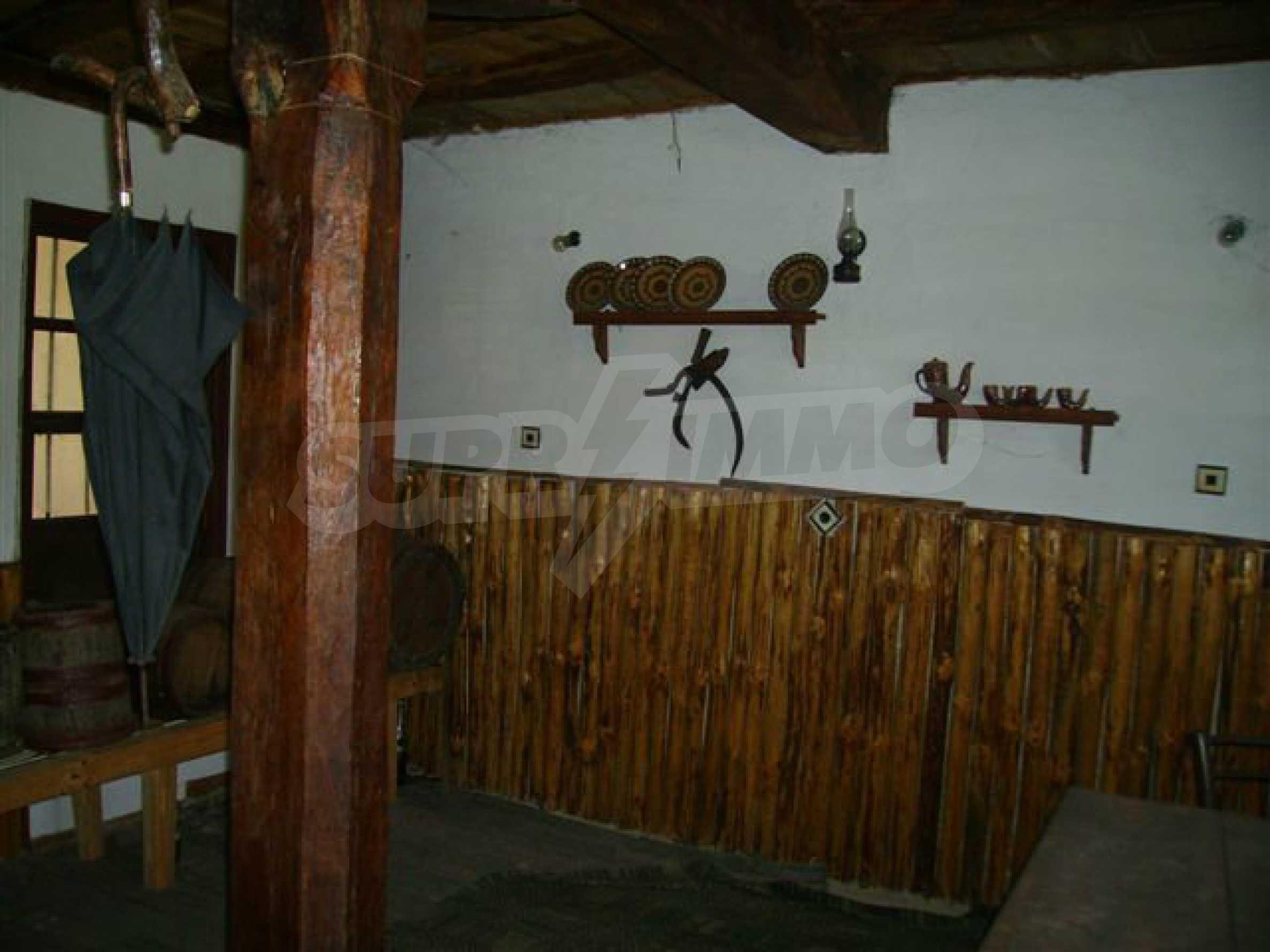 Zweistöckiges Haus mit Hof in einem Dorf in der Nähe von Lovech 11