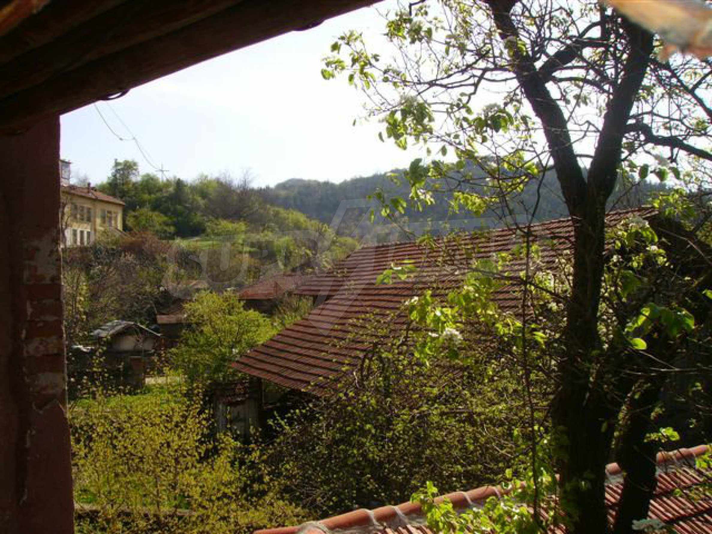 Zweistöckiges Haus mit Hof in einem Dorf in der Nähe von Lovech 13