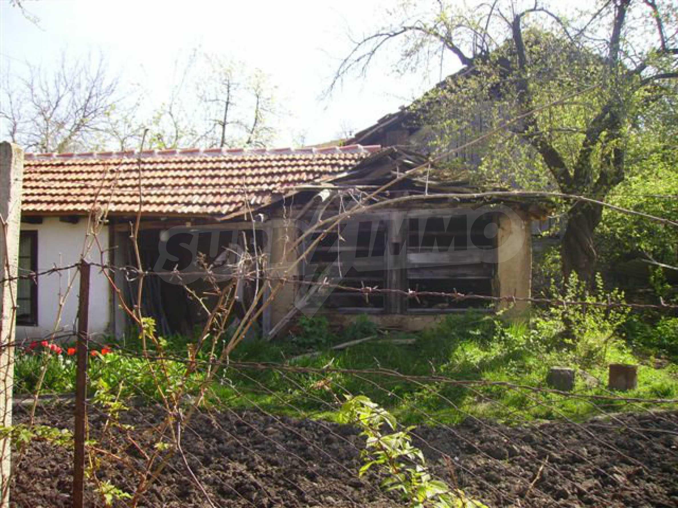 Zweistöckiges Haus mit Hof in einem Dorf in der Nähe von Lovech 20