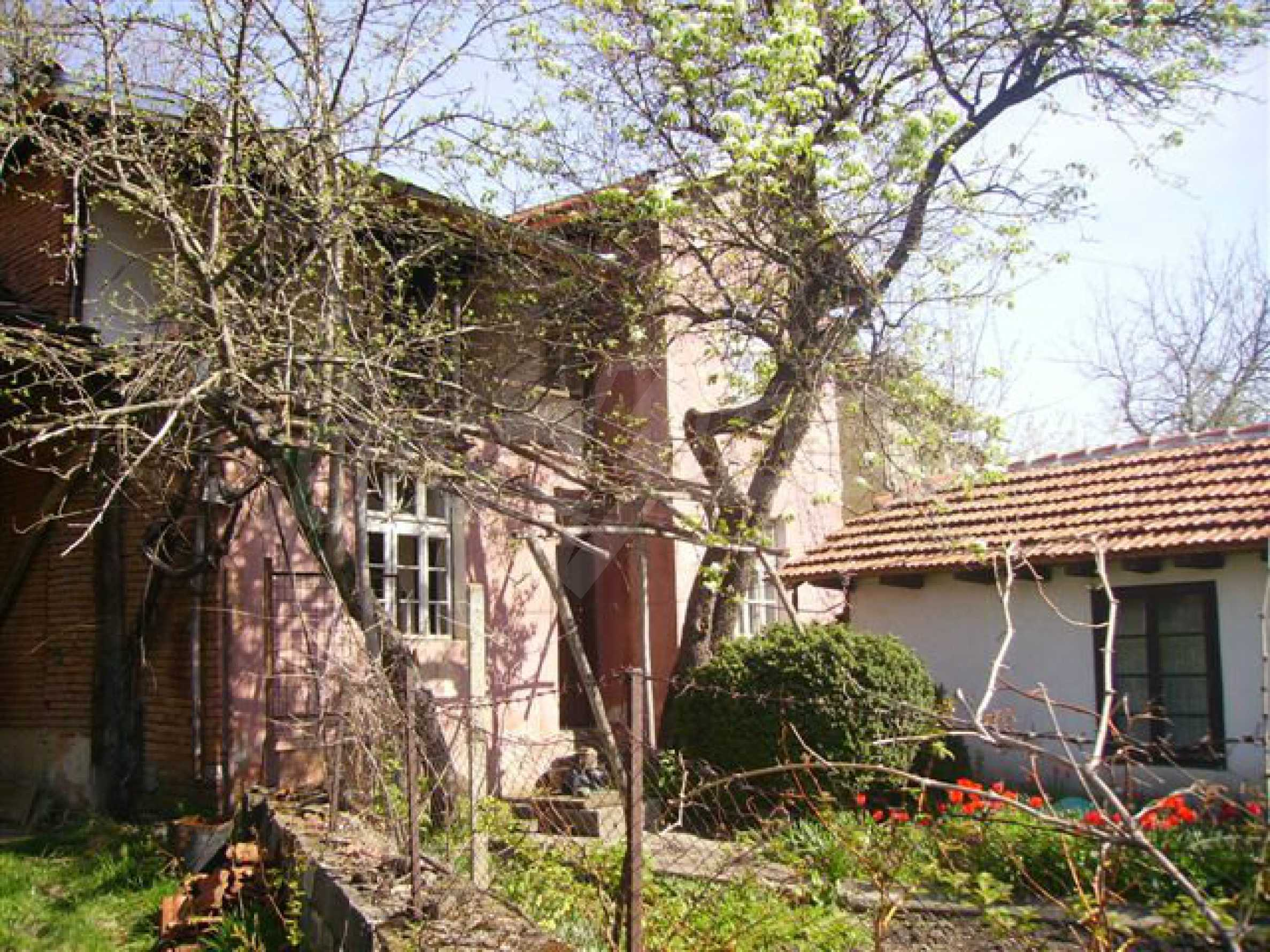 Zweistöckiges Haus mit Hof in einem Dorf in der Nähe von Lovech 4