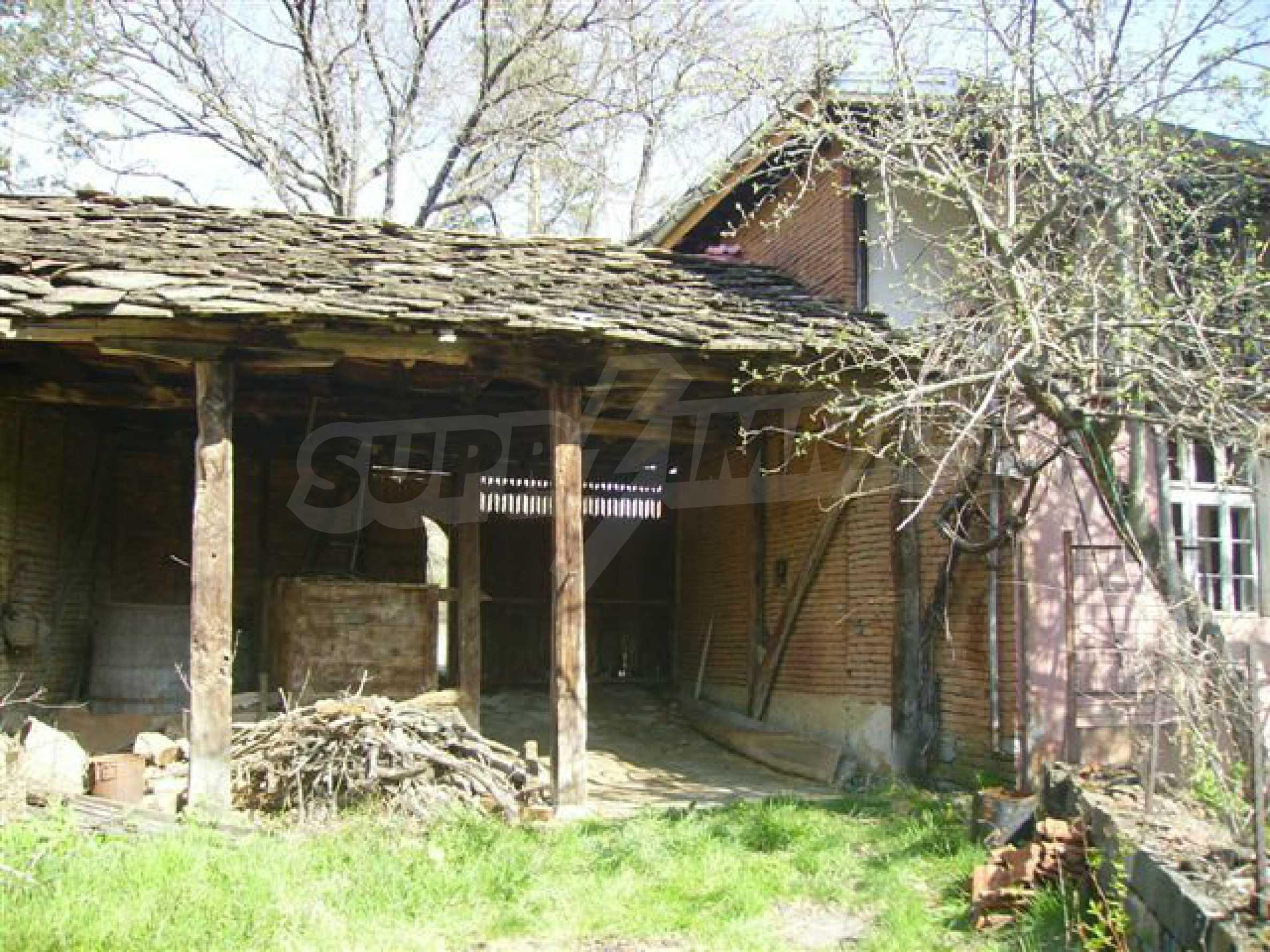 Zweistöckiges Haus mit Hof in einem Dorf in der Nähe von Lovech 5