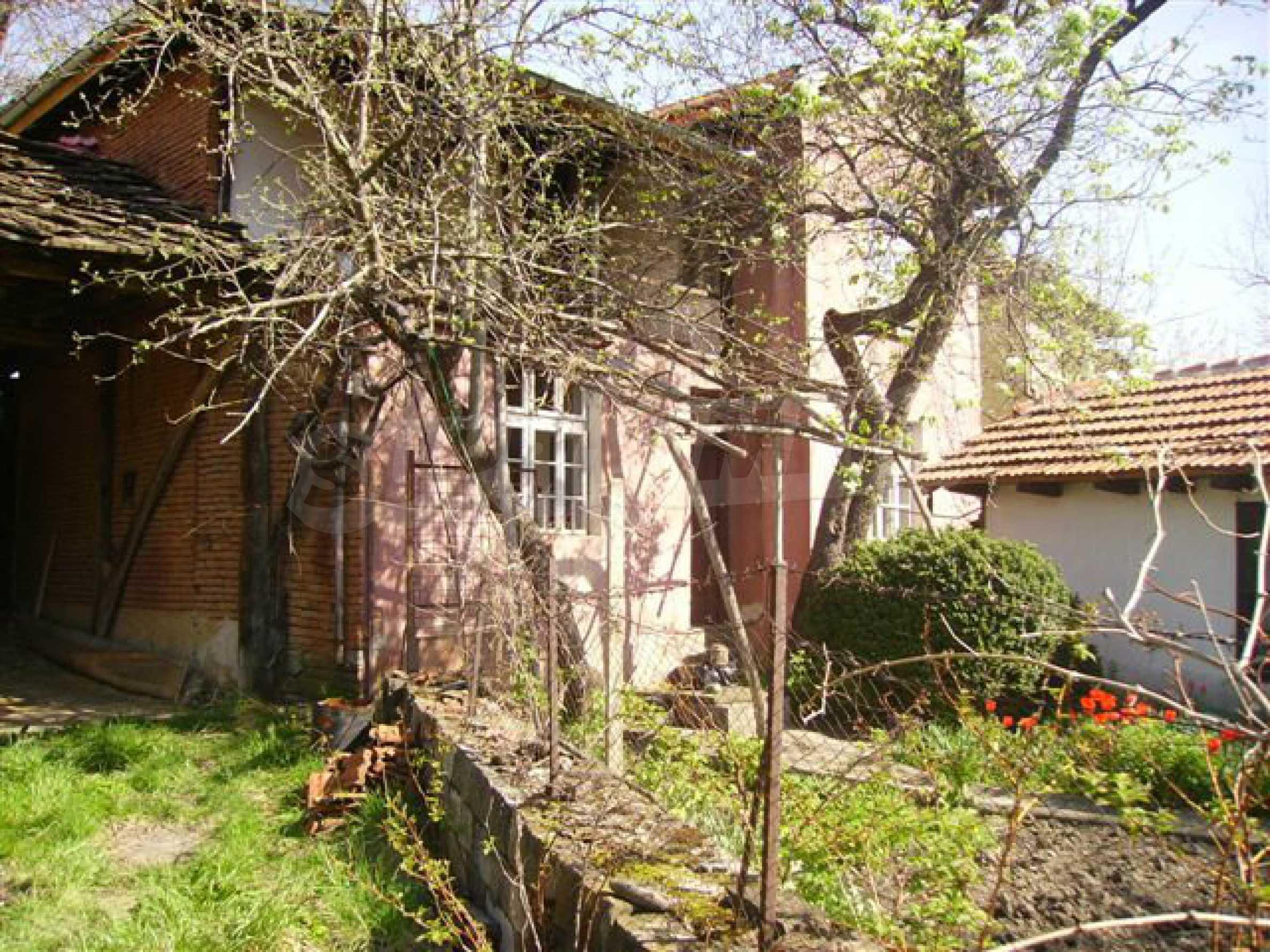 Zweistöckiges Haus mit Hof in einem Dorf in der Nähe von Lovech 7