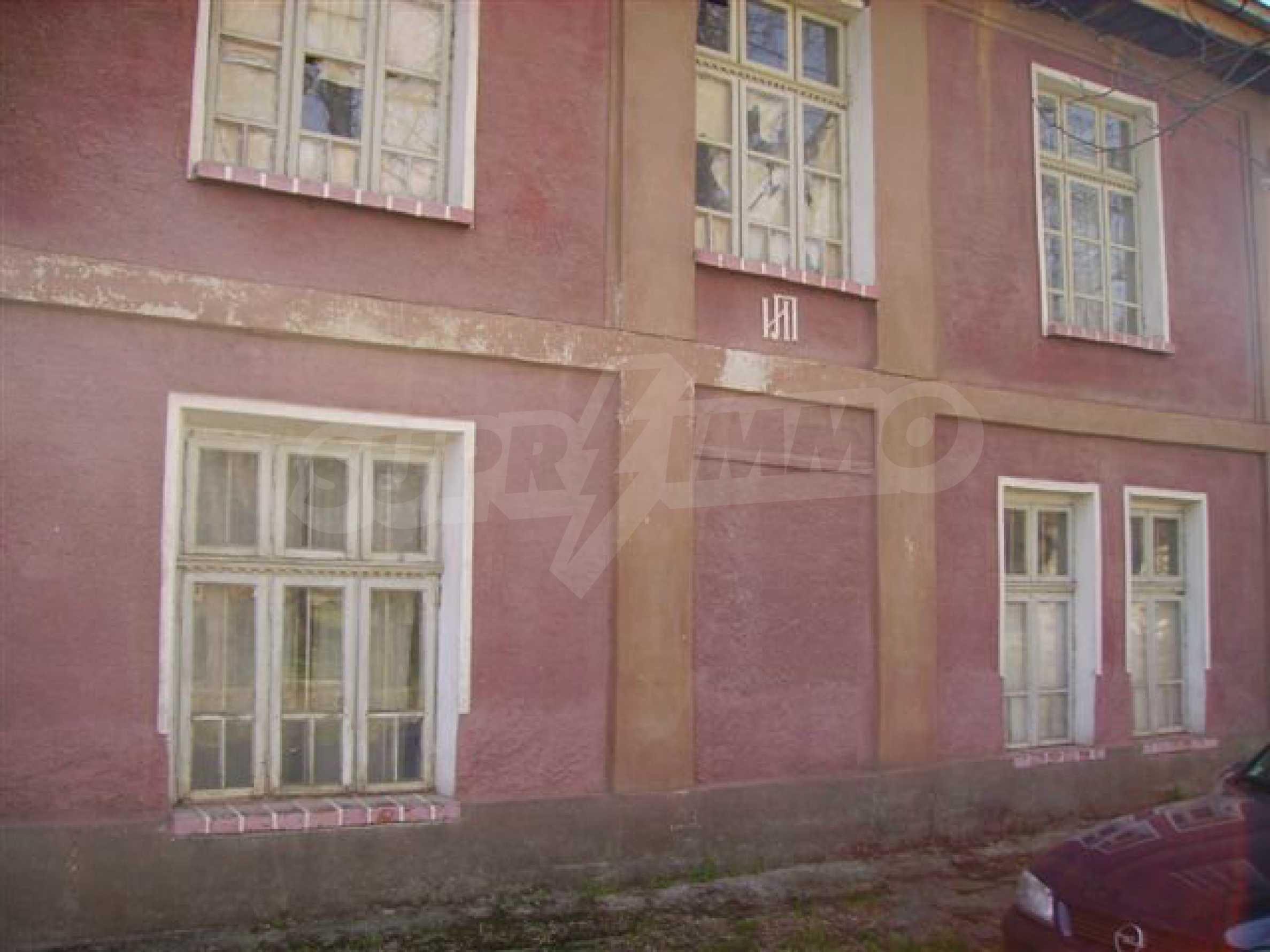 Zweistöckiges Haus mit Hof in einem Dorf in der Nähe von Lovech 8