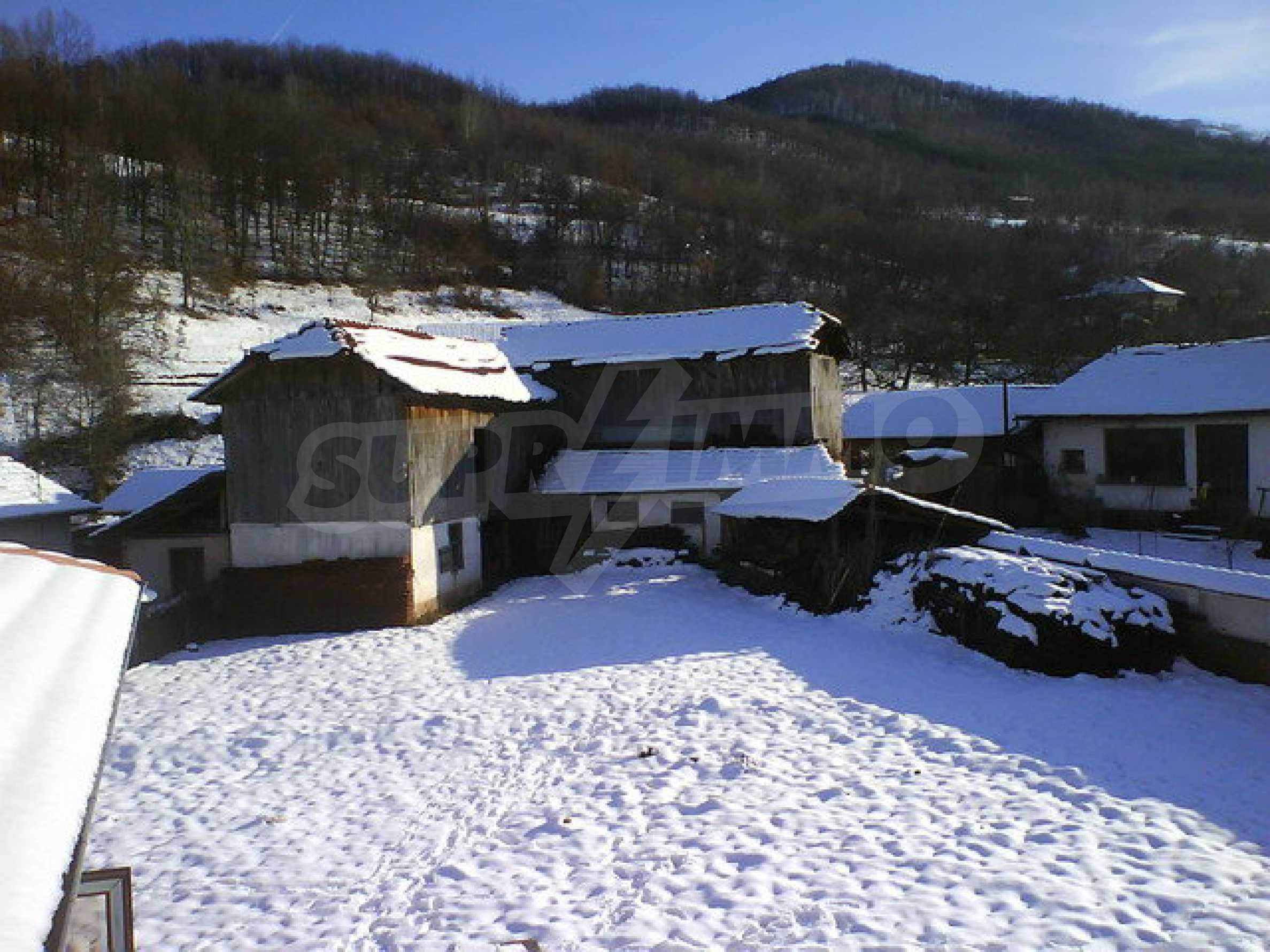 Zweistöckiges Haus mit Hof in einem Dorf in der Nähe von Sopot Damm 15