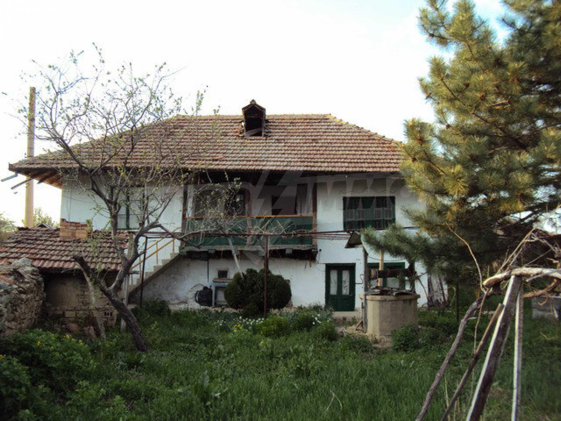 Zweistöckiges Haus mit großem Garten in einem schönen und gut entwickelten Dorf 30 km. von Veliko Tarnovo