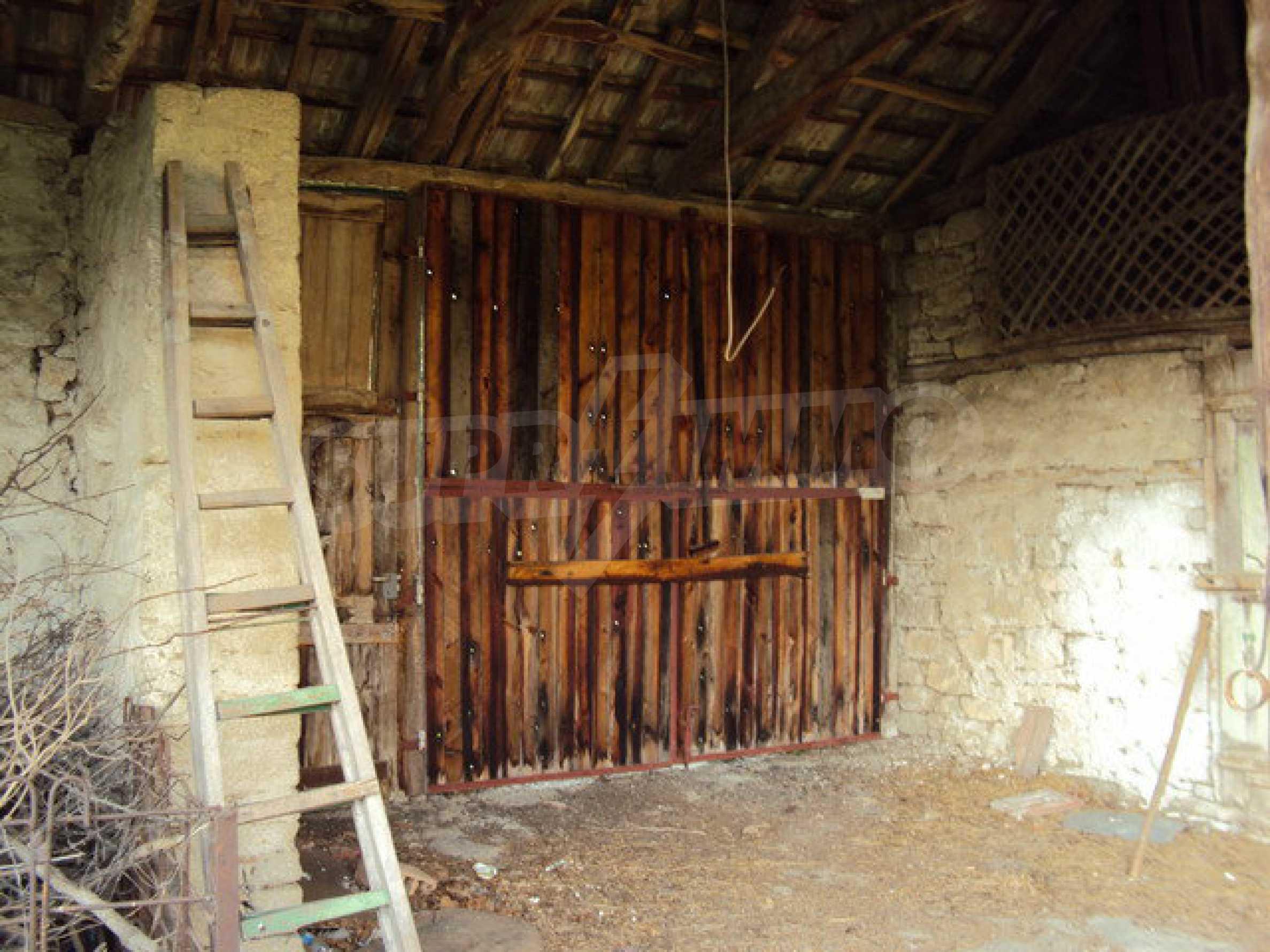 Zweistöckiges Haus mit großem Garten in einem schönen und gut entwickelten Dorf 30 km. von Veliko Tarnovo 15