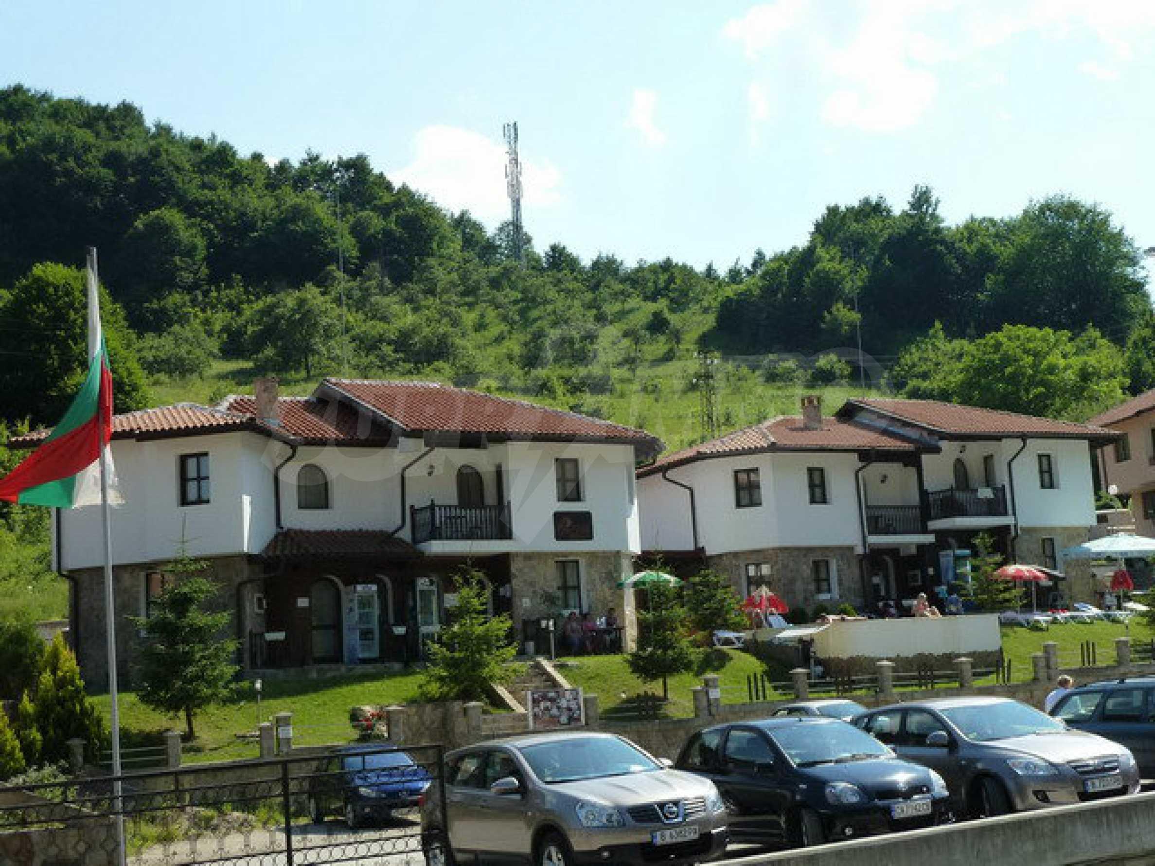 Zwei Gästehäuser in einer attraktiven Gegend mit heißen Mineralquellen in der Nähe der Stadt Troyan