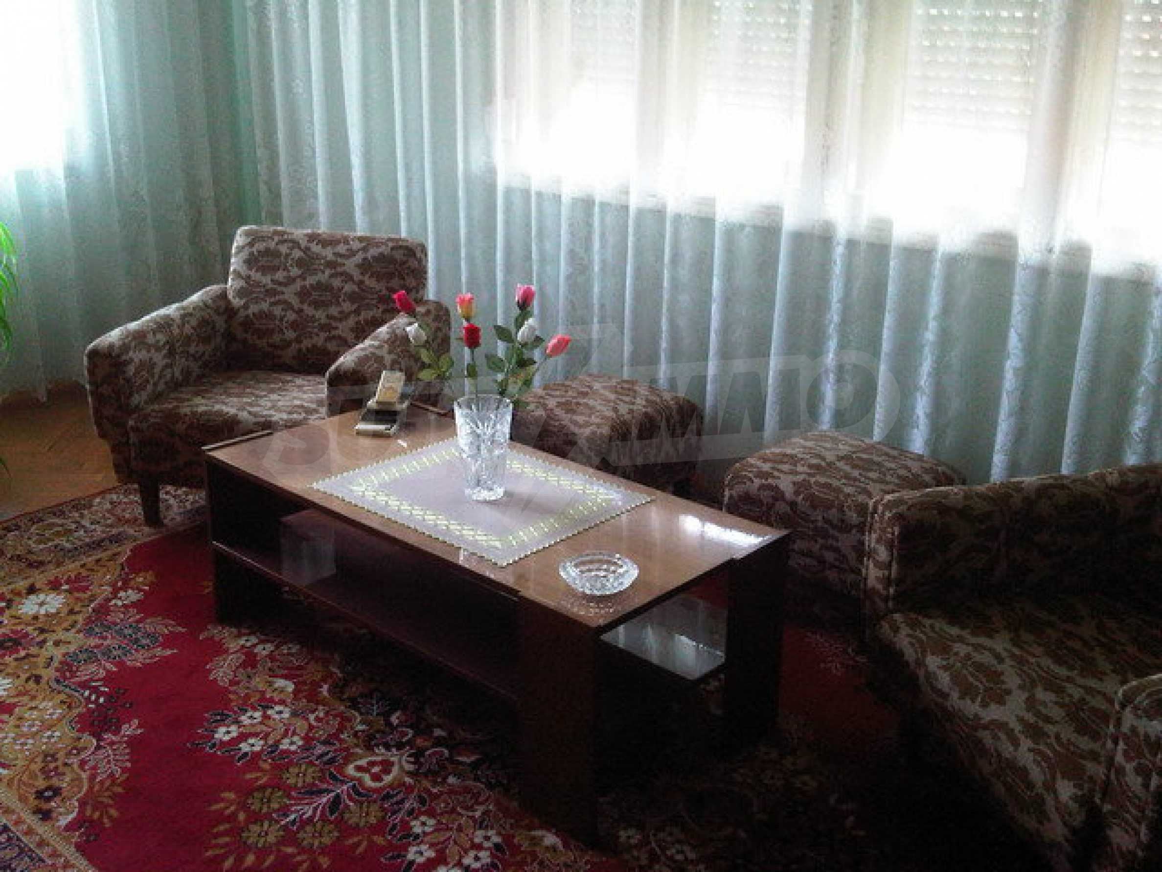 Nice apartment on the second floor of the building near the center of Sevlievo 3
