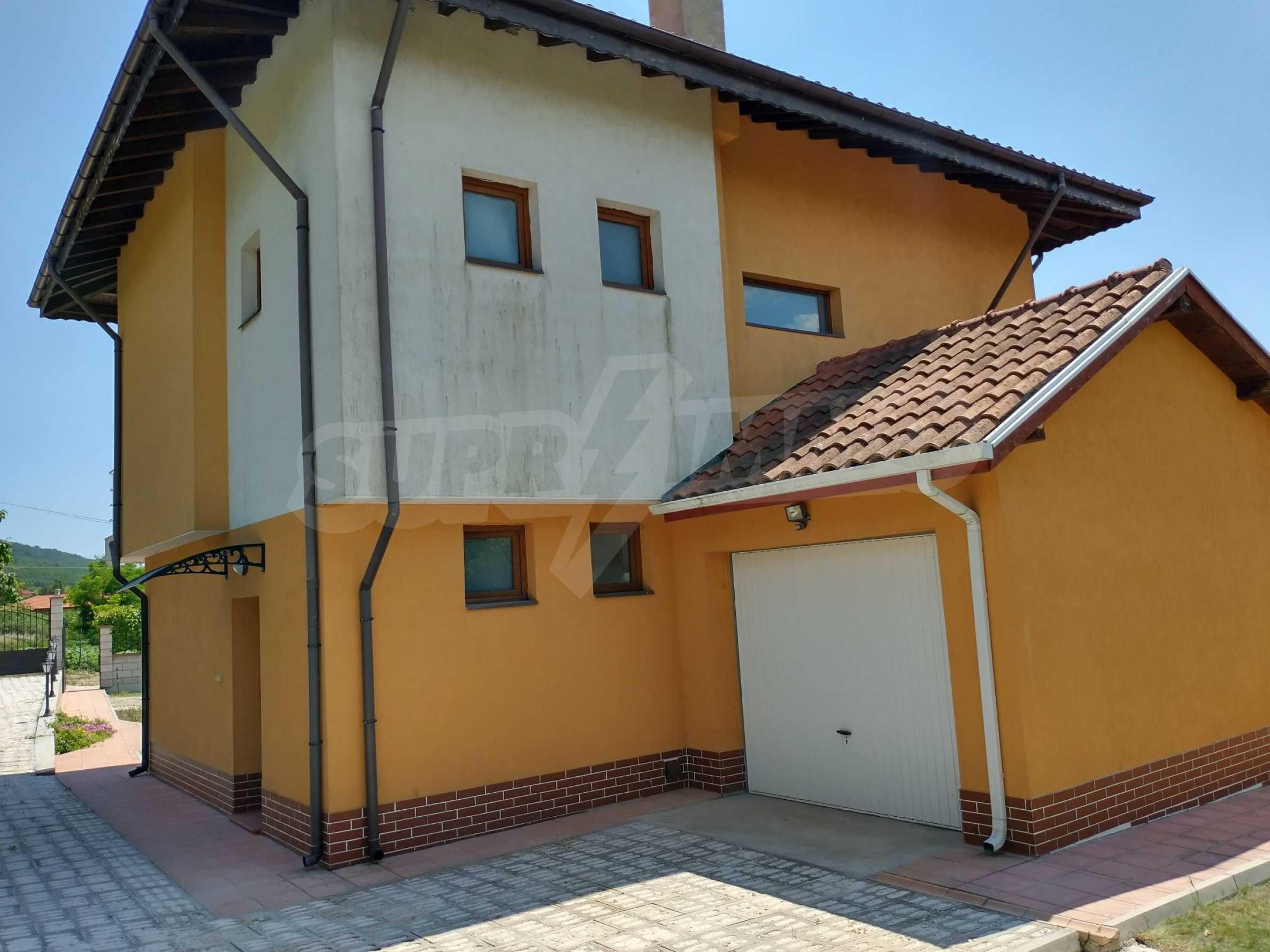 Schönes, dreistöckiges Haus in der Nähe von Warna 17