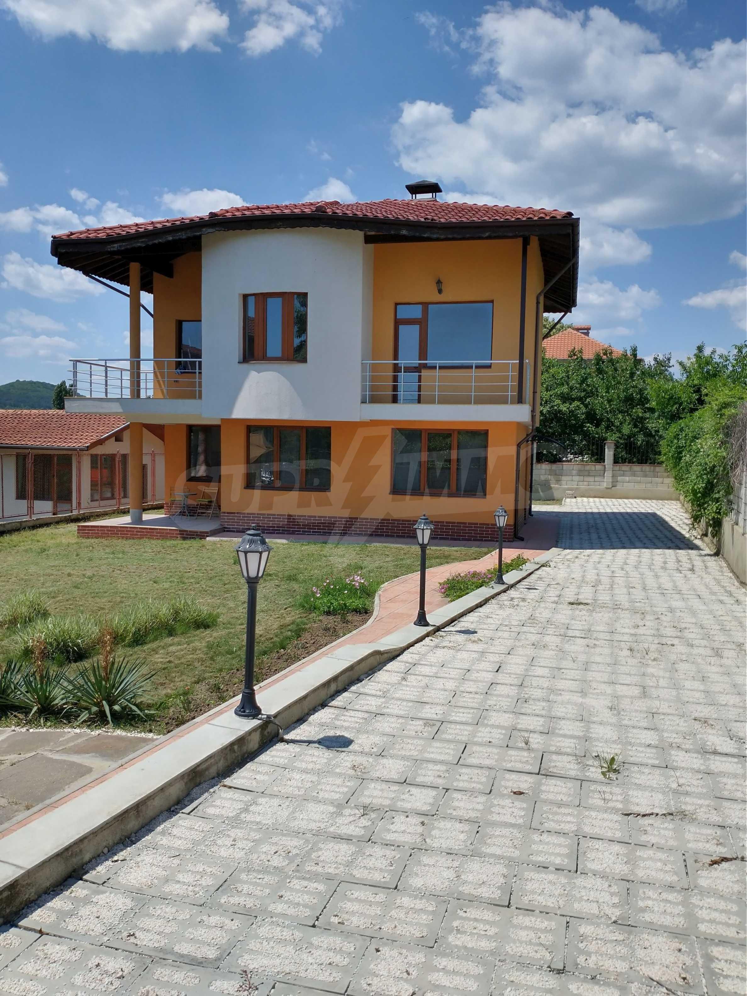 Schönes, dreistöckiges Haus in der Nähe von Warna 20