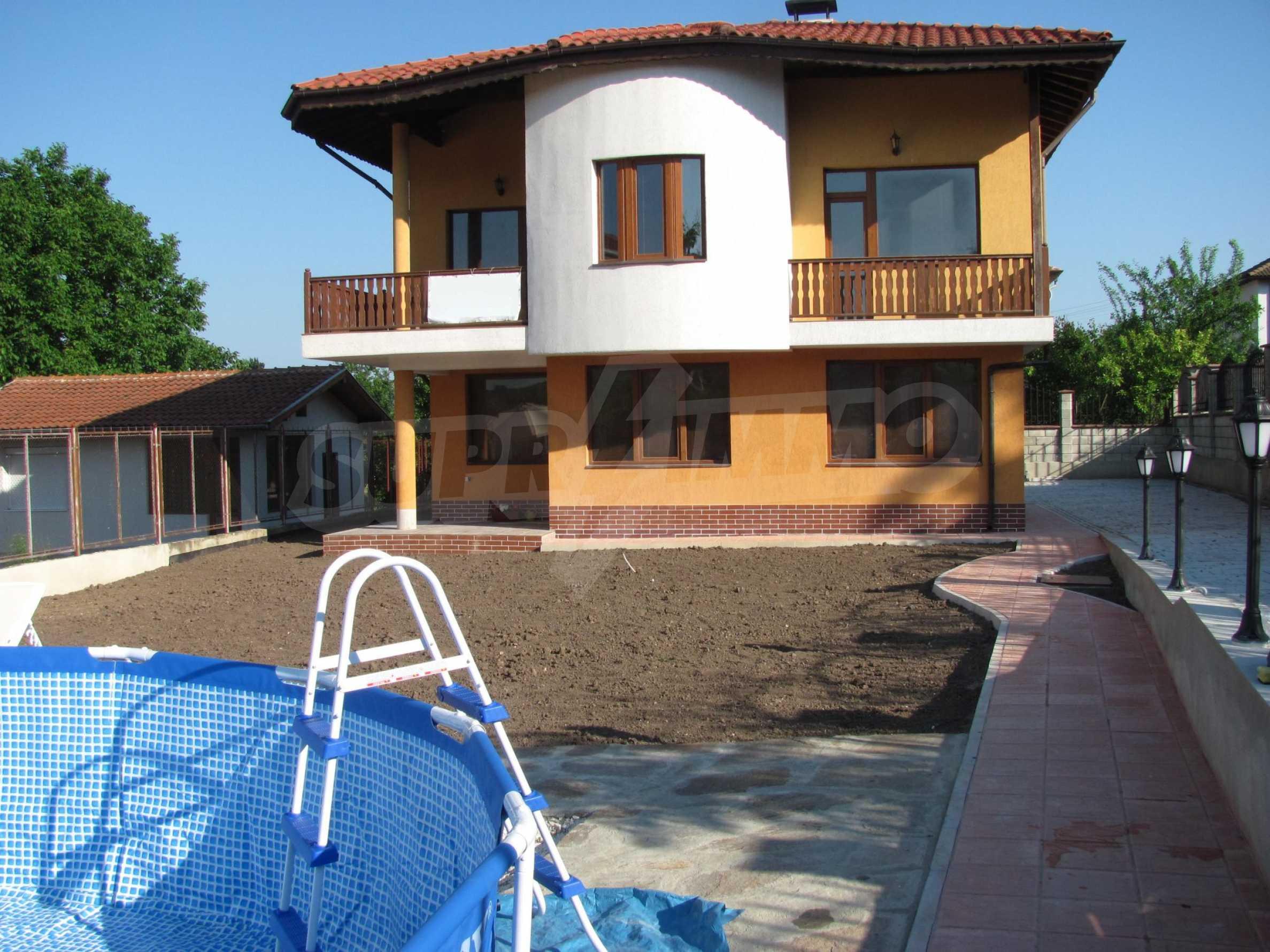 Schönes, dreistöckiges Haus in der Nähe von Warna 3