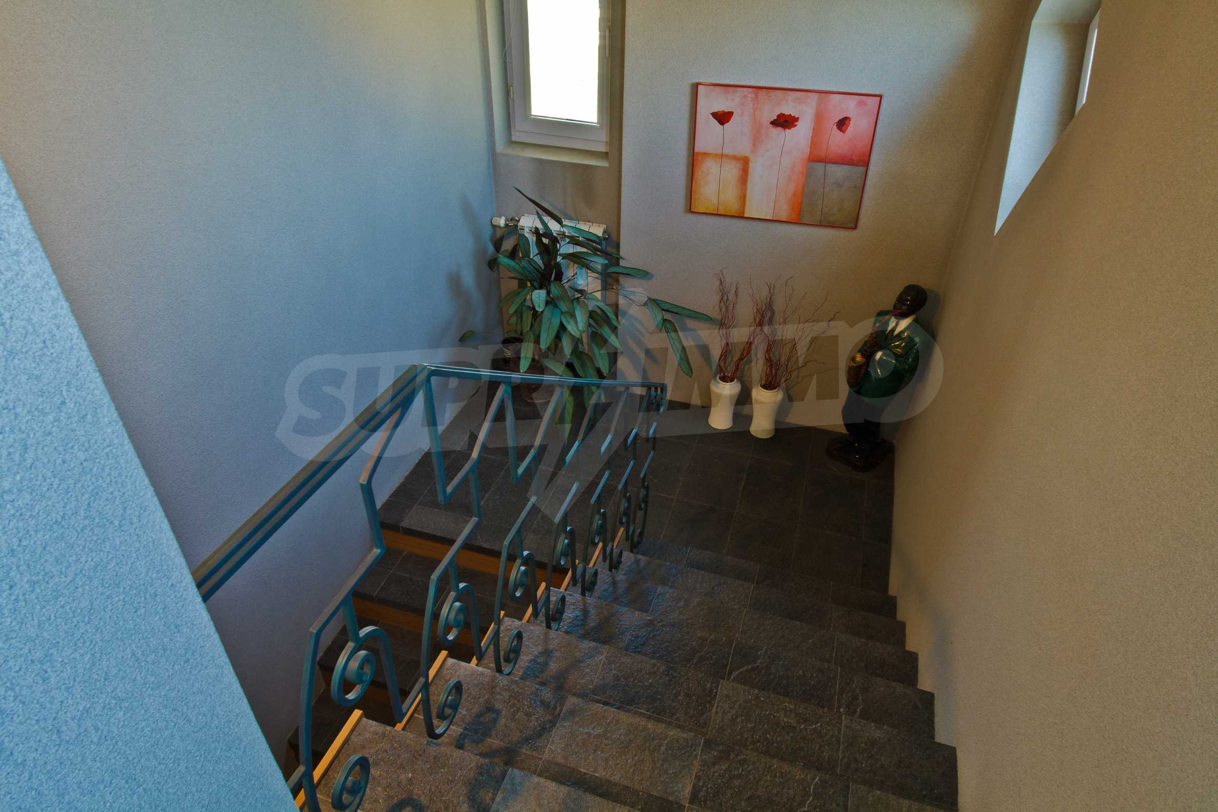 Large apartment in Ivan Vazov District 28
