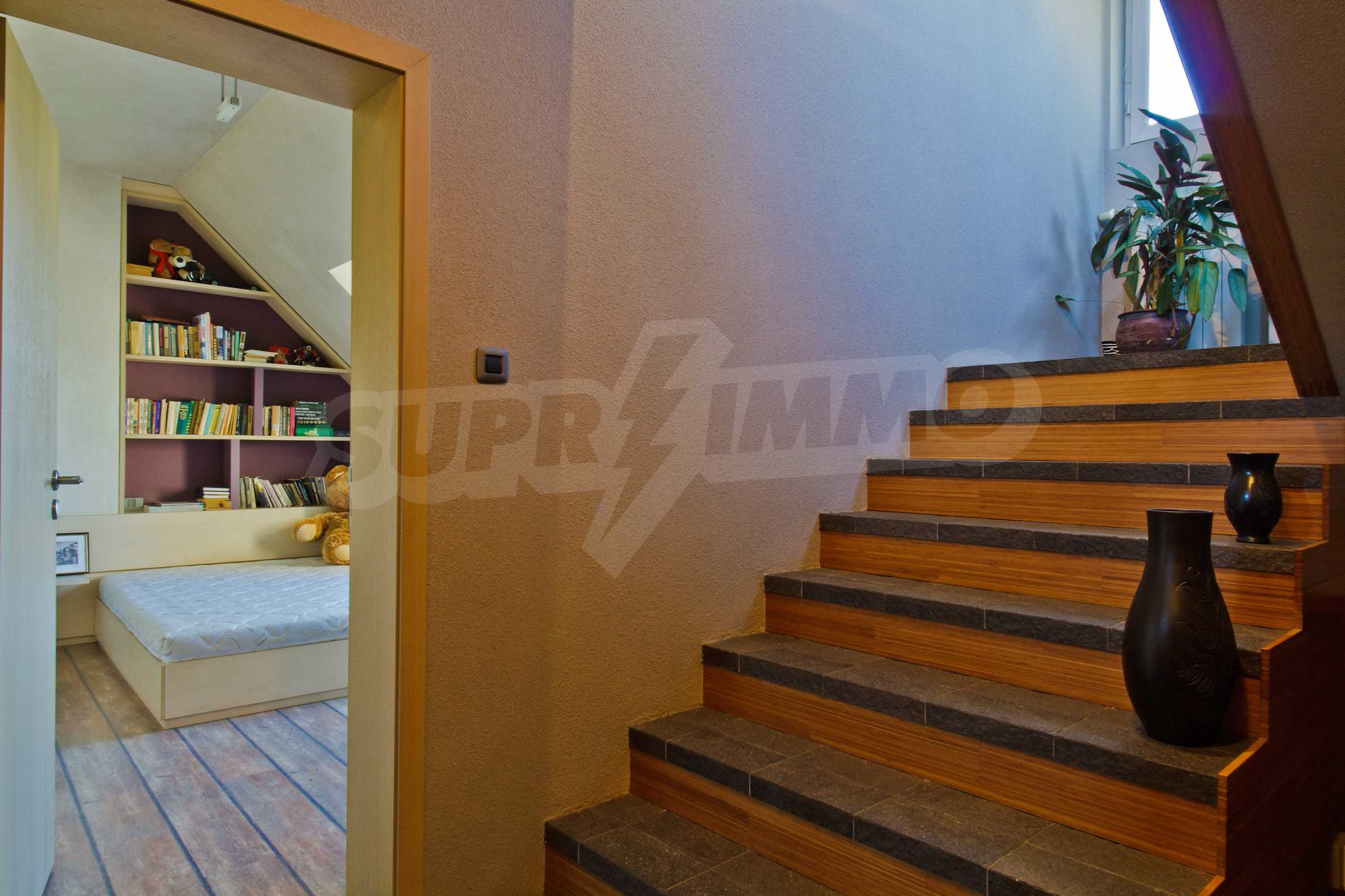 Large apartment in Ivan Vazov District 30