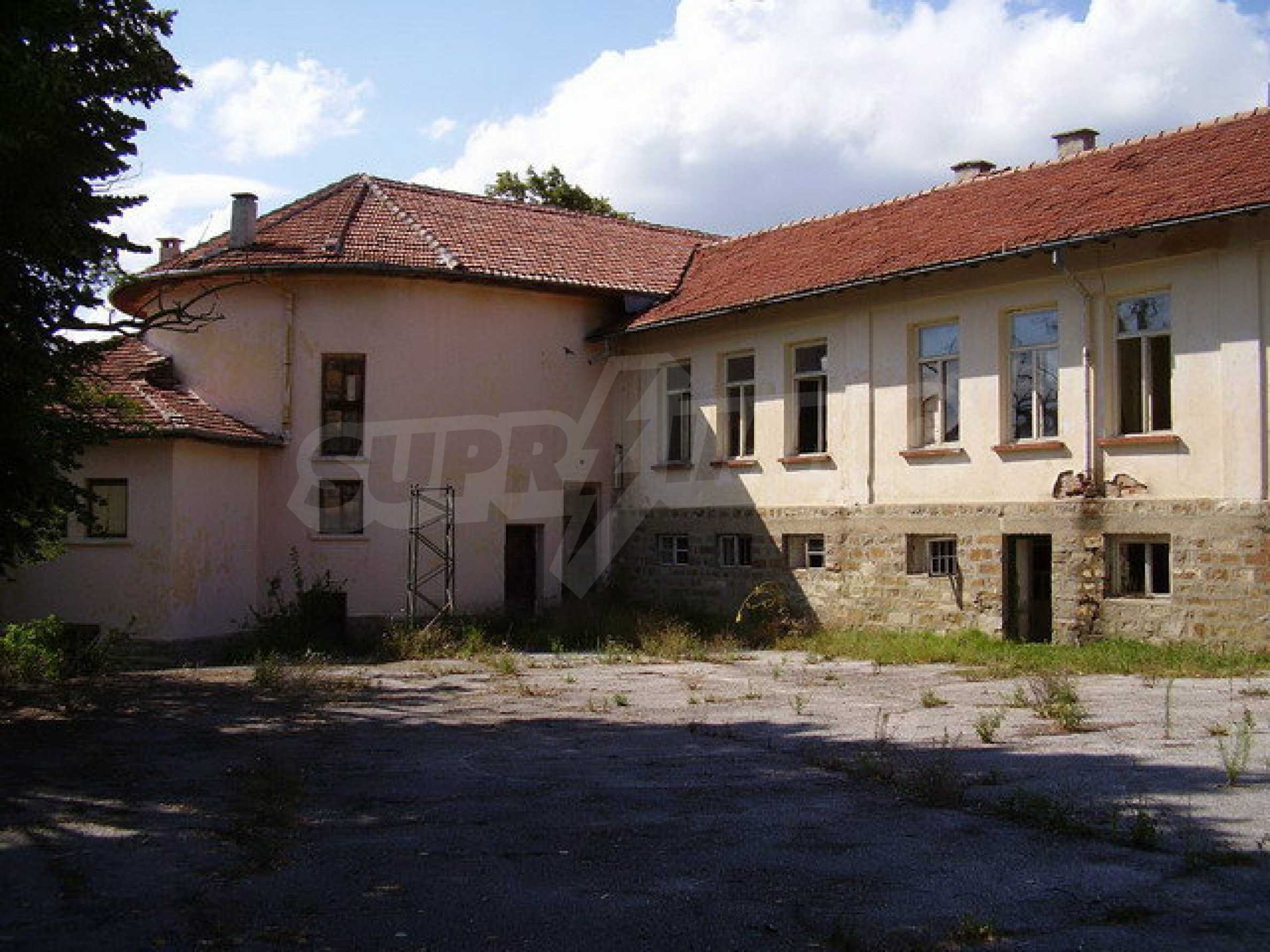 Old school in a village located between towns Dryanovo and Kilifarevo