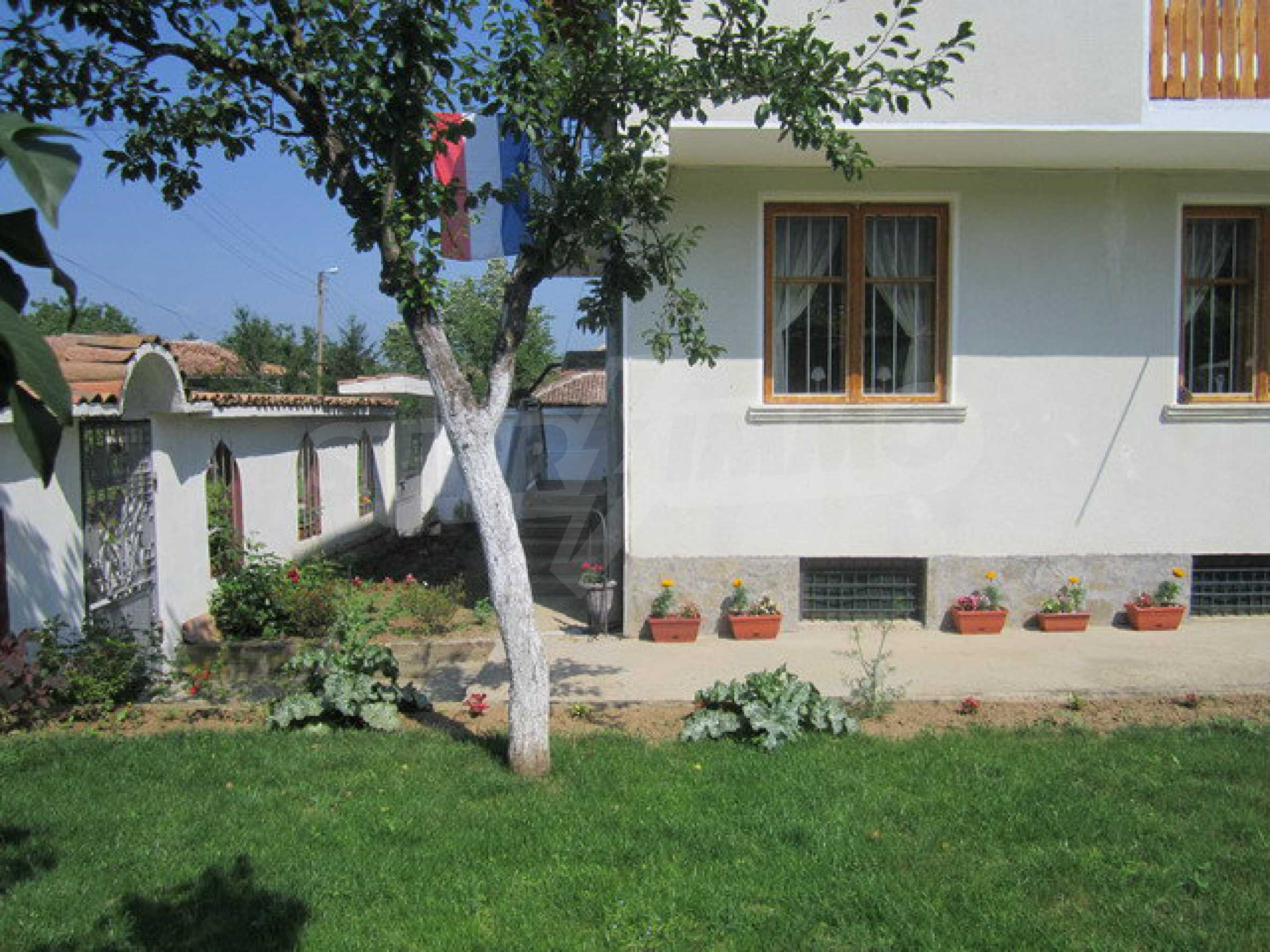 Spacious, fully furnished and extremely high quality property with well maintained garden in a village 20 km. from Veliko Tarnovo 10