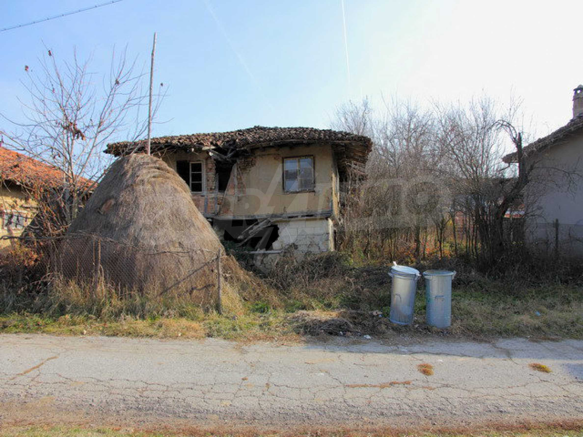 Land with house in the village with lovely scenery near Elena