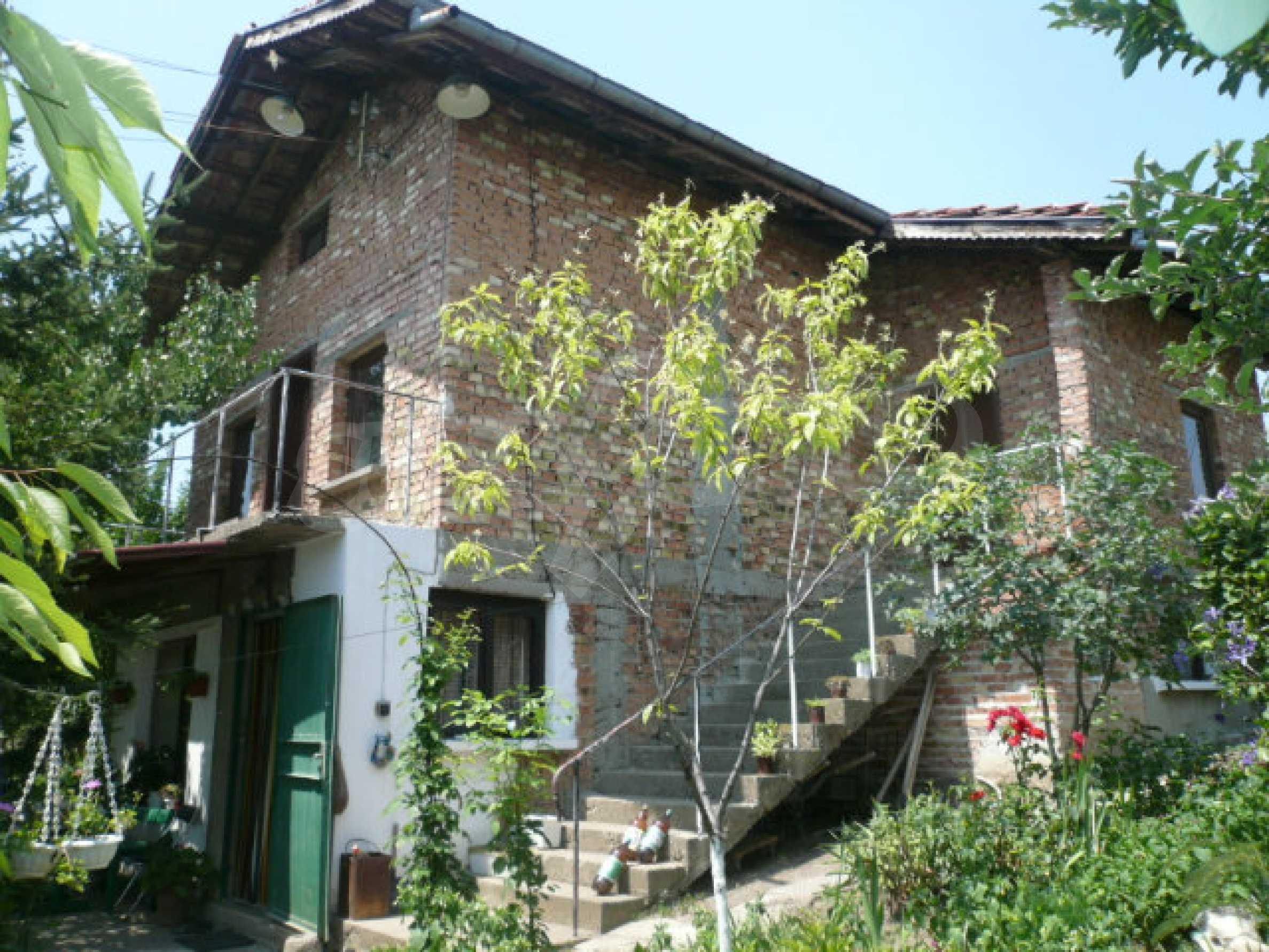 Zweistöckige Villa in einem ruhigen Dorf in der Nähe von Vidin
