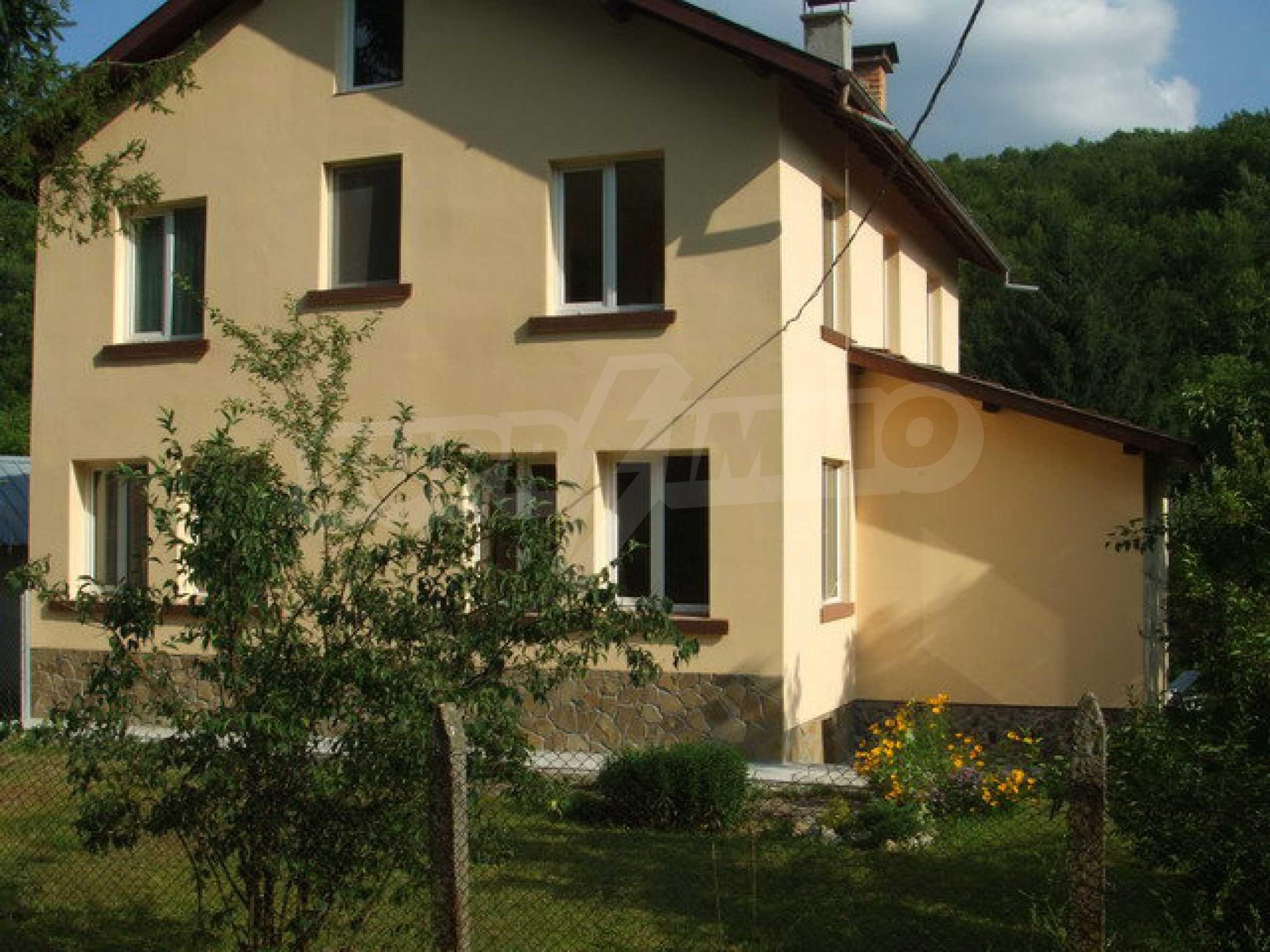 Voll möblierte und ausgestattete Etage eines Hauses mit Garten in einem Dorf 8 km. aus Trjawna