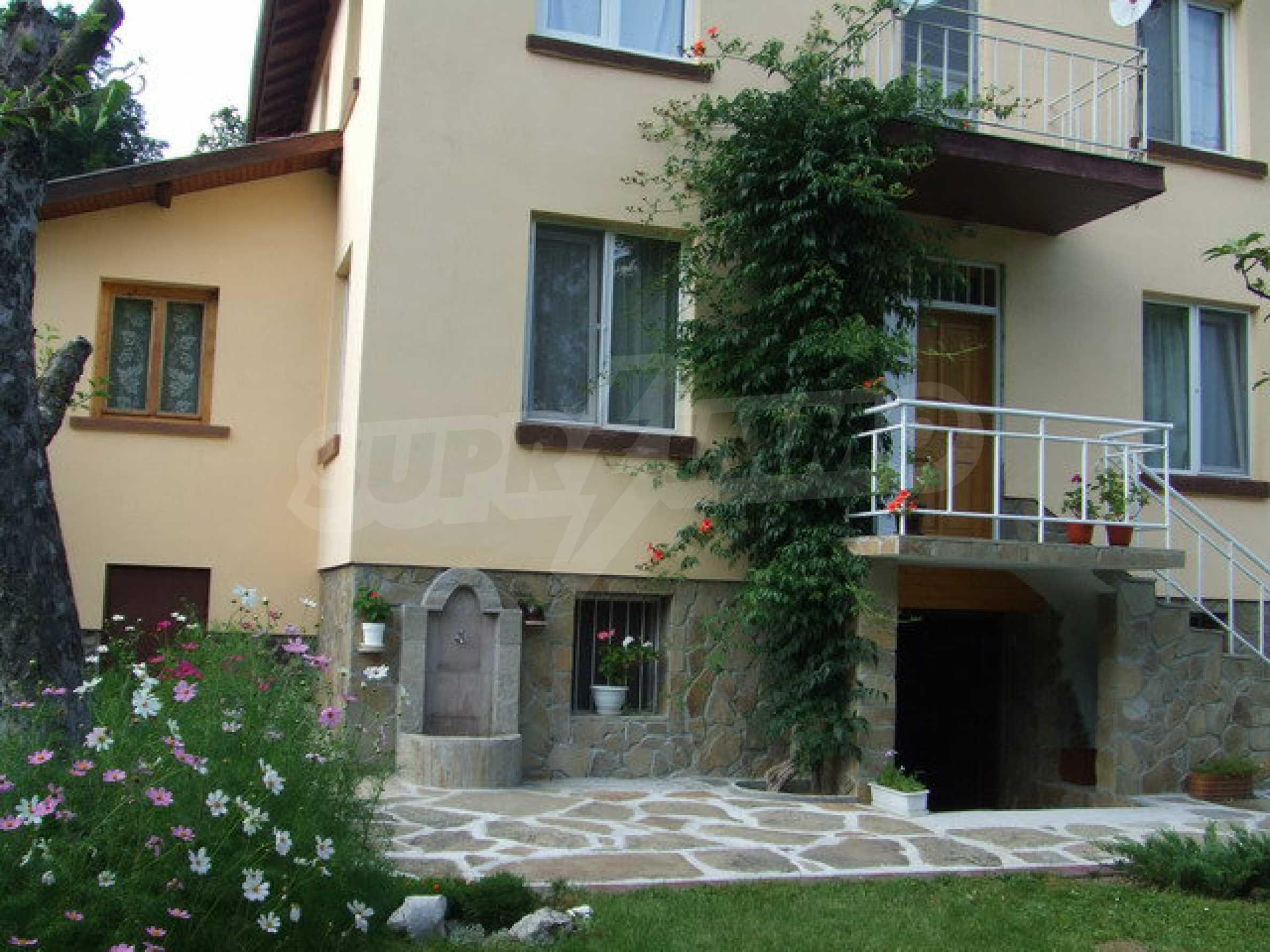 Voll möblierte und ausgestattete Etage eines Hauses mit Garten in einem Dorf 8 km. aus Trjawna 1