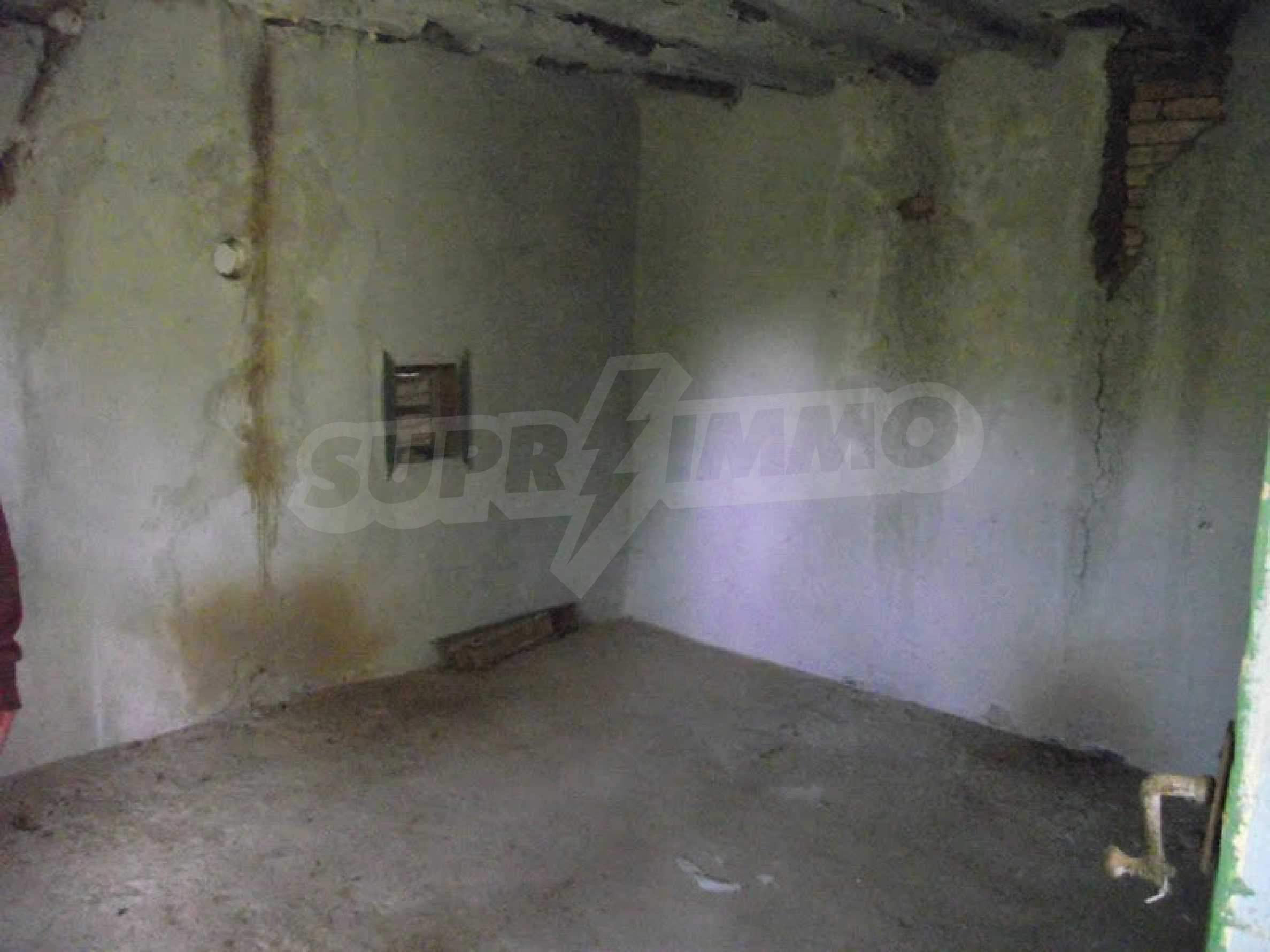 Zwei Immobilien in einem Dorf in der Nähe von Popovo 9