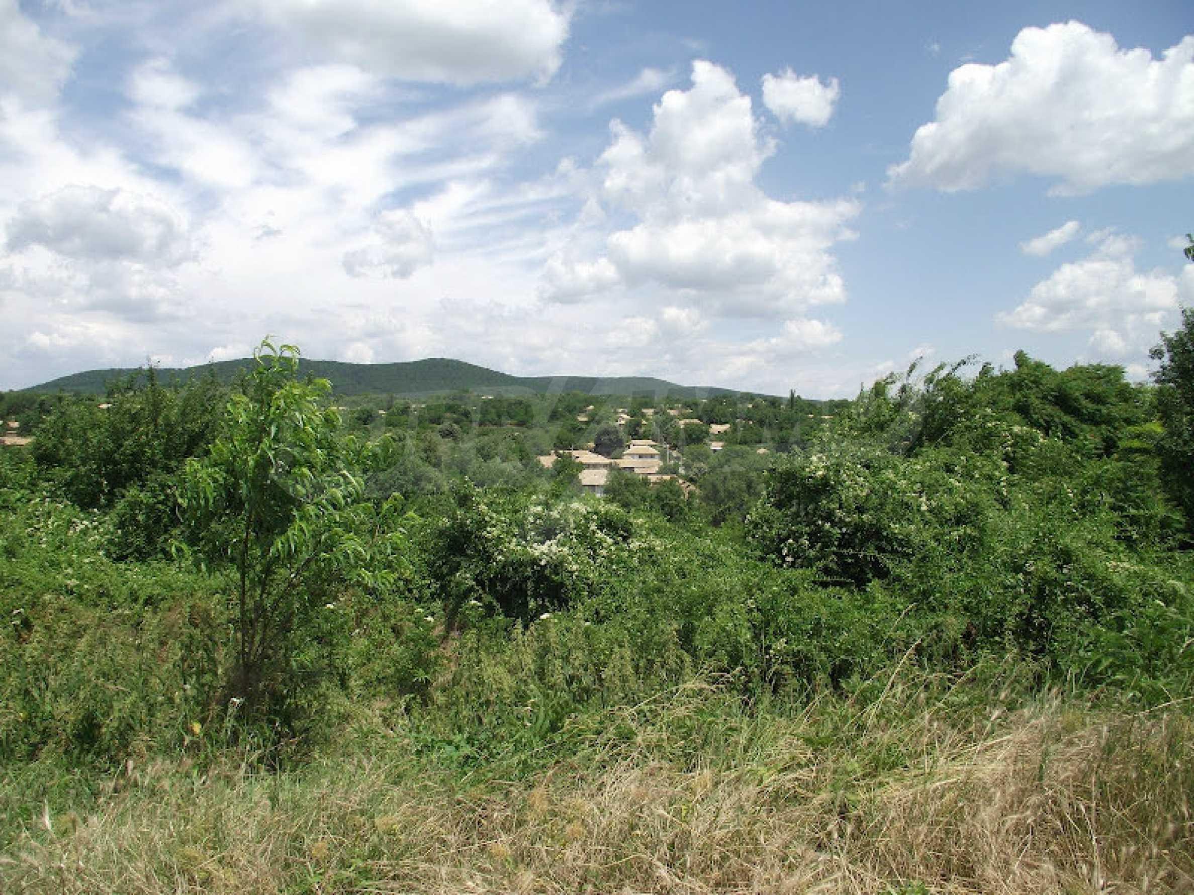 Zwei Immobilien in einem Dorf in der Nähe von Popovo 16