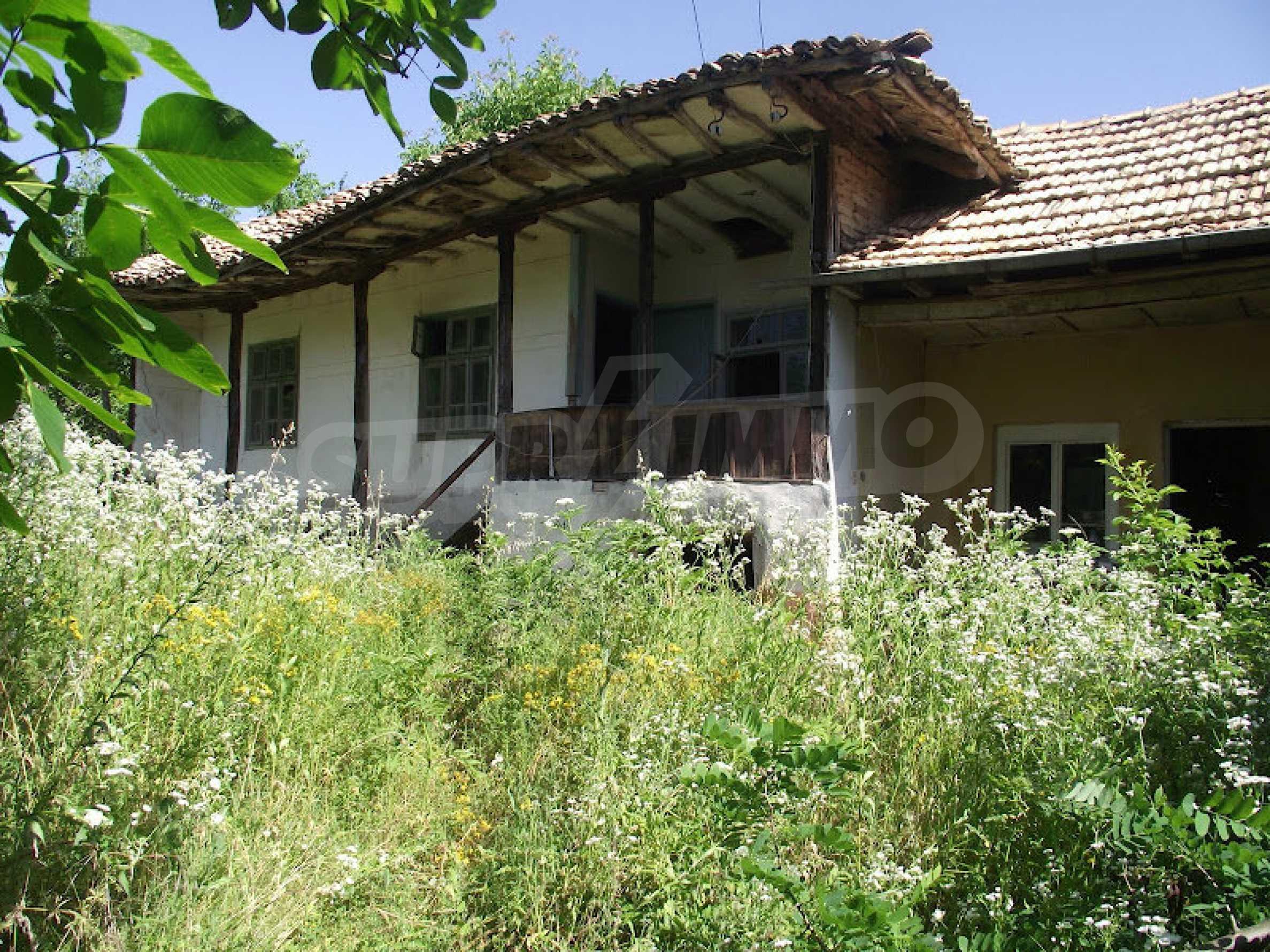 Zwei Immobilien in einem Dorf in der Nähe von Popovo 1