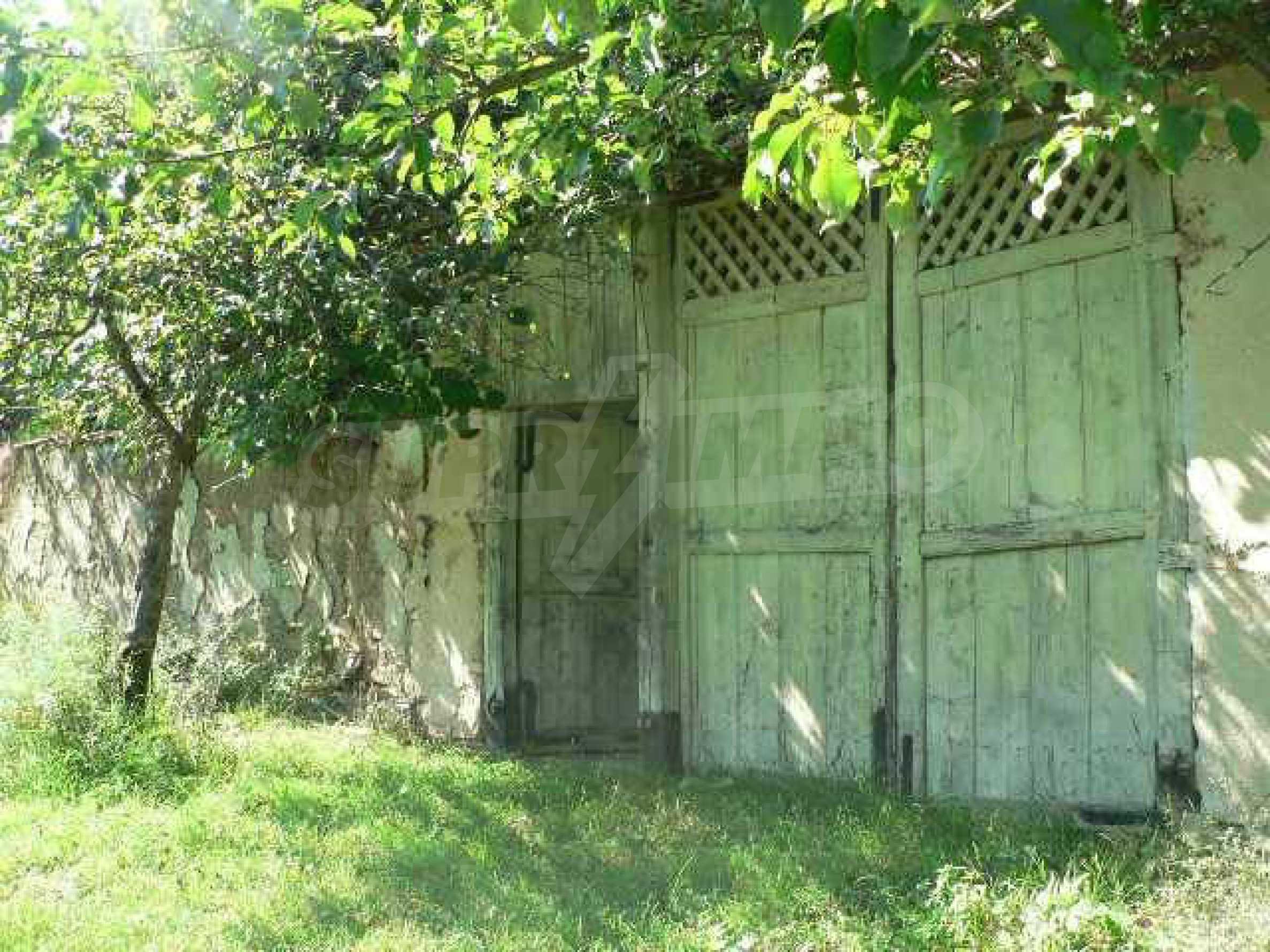 Zwei Immobilien in einem Dorf in der Nähe von Popovo 3