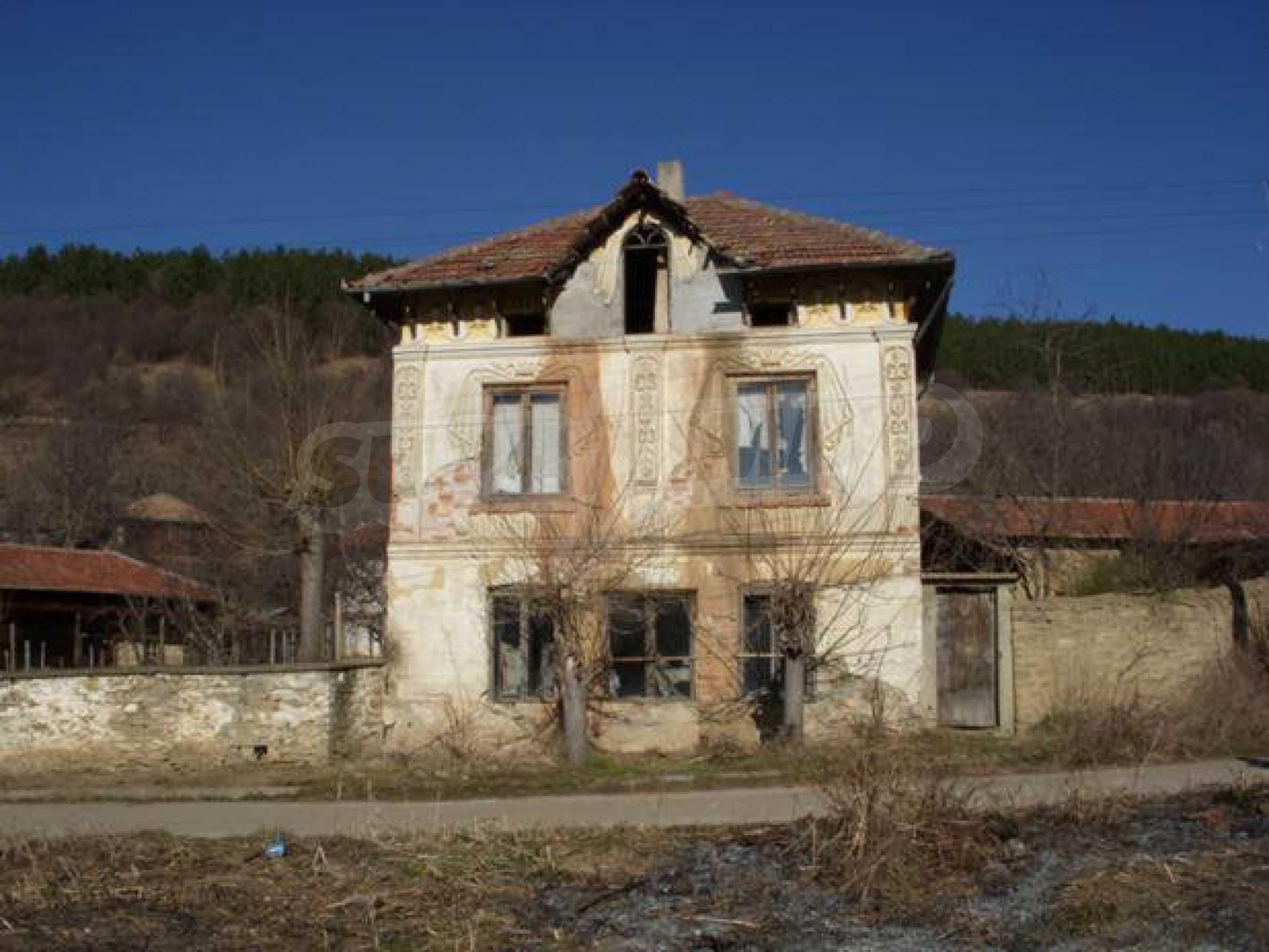 Geräumiges Haus mit einem ehemaligen Weinkeller zur Renovierung in der Nähe der Stadt Pavlikeni