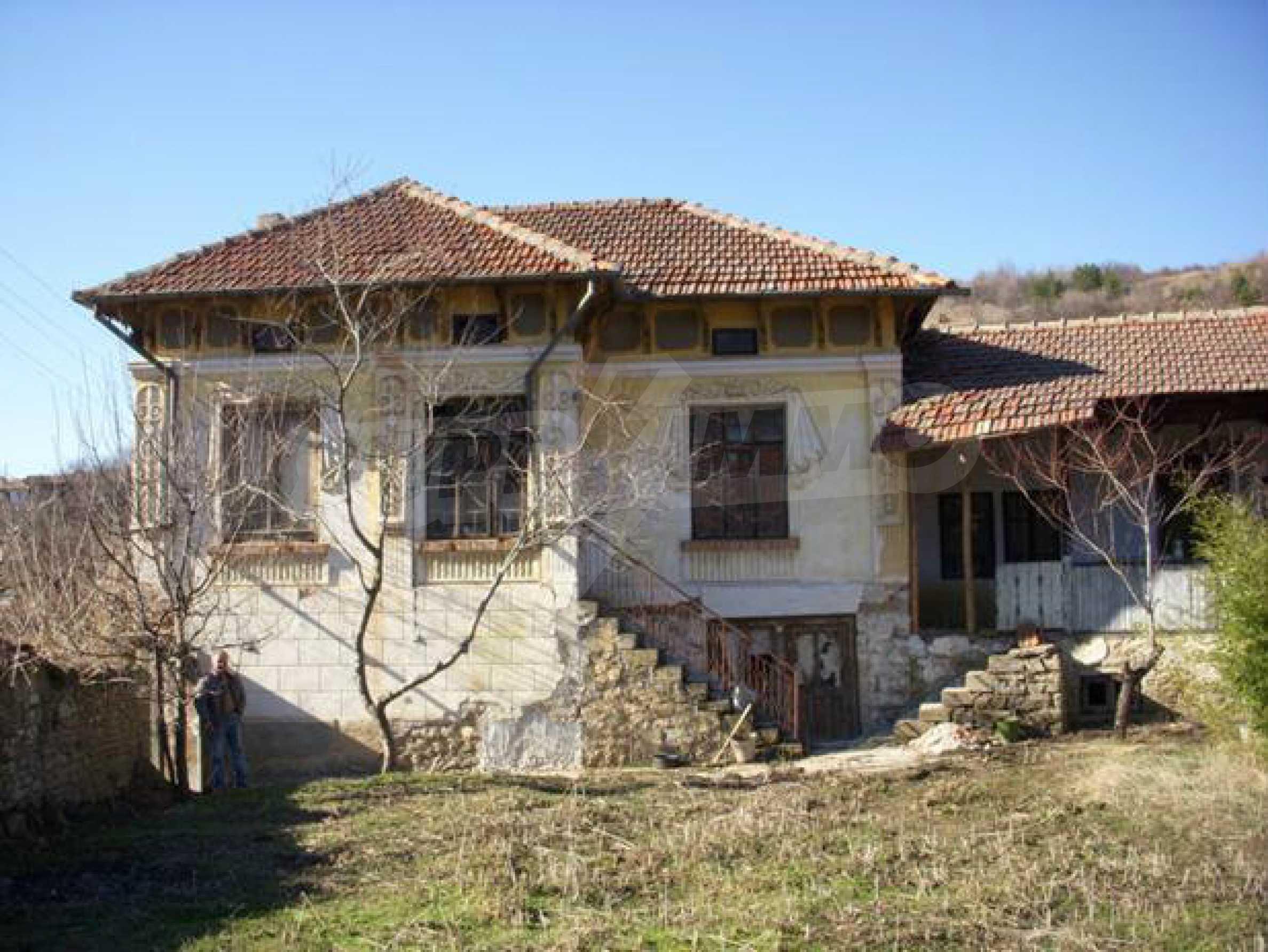 Geräumiges Haus mit einem ehemaligen Weinkeller zur Renovierung in der Nähe der Stadt Pavlikeni 1