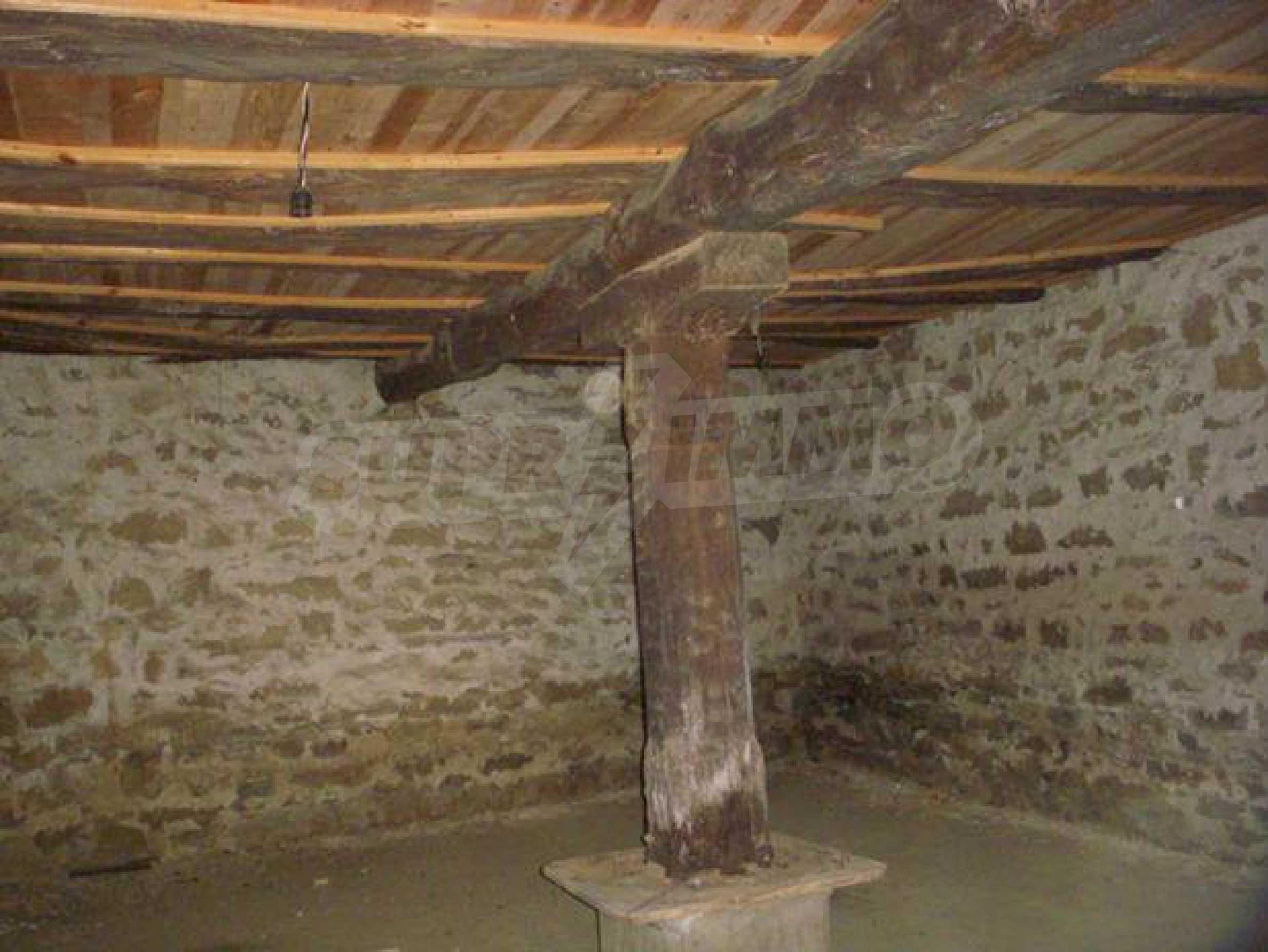 Geräumiges Haus mit einem ehemaligen Weinkeller zur Renovierung in der Nähe der Stadt Pavlikeni 4