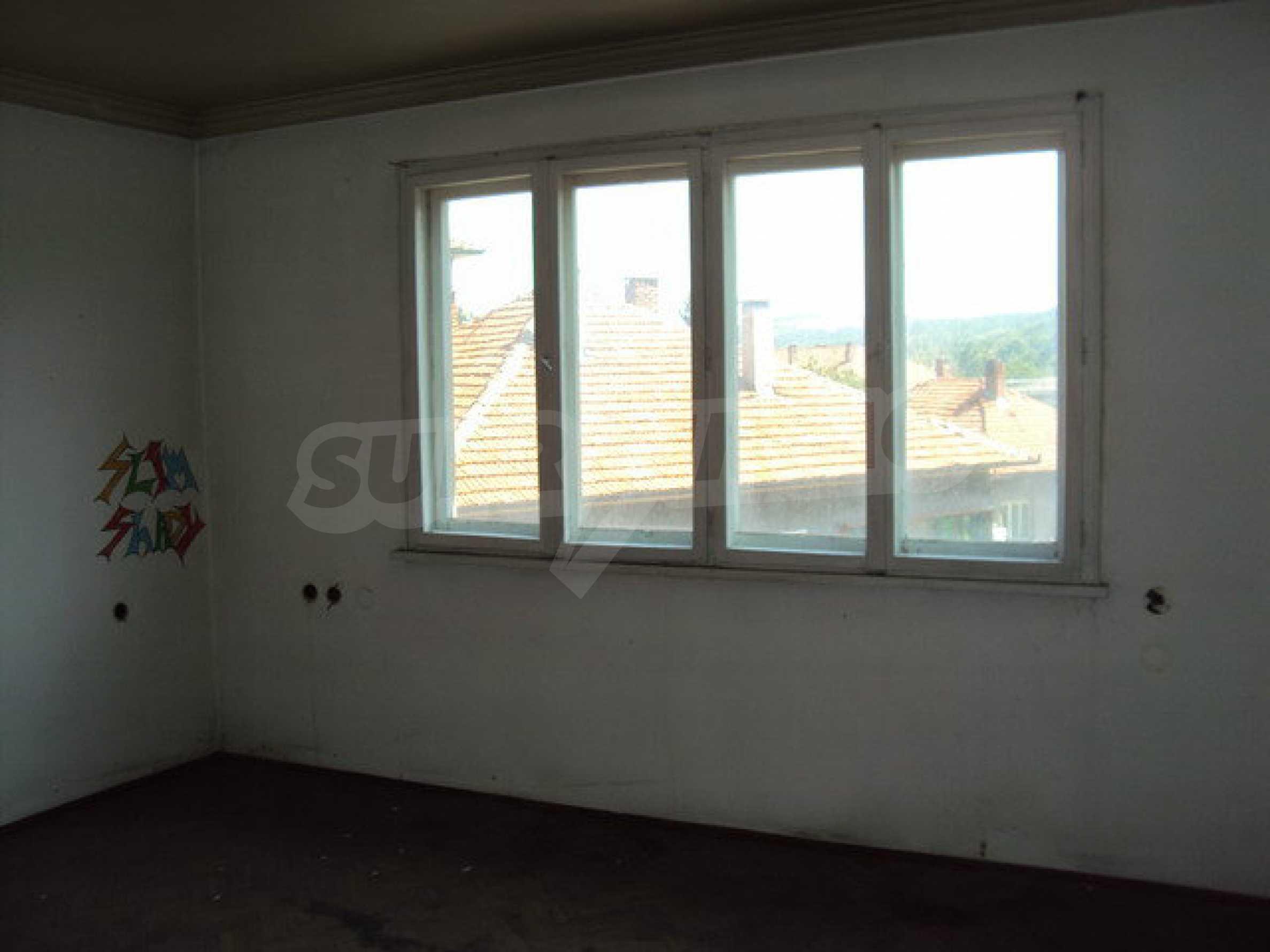 Spacious house with a yard, garage and additional building Dryanovo 17