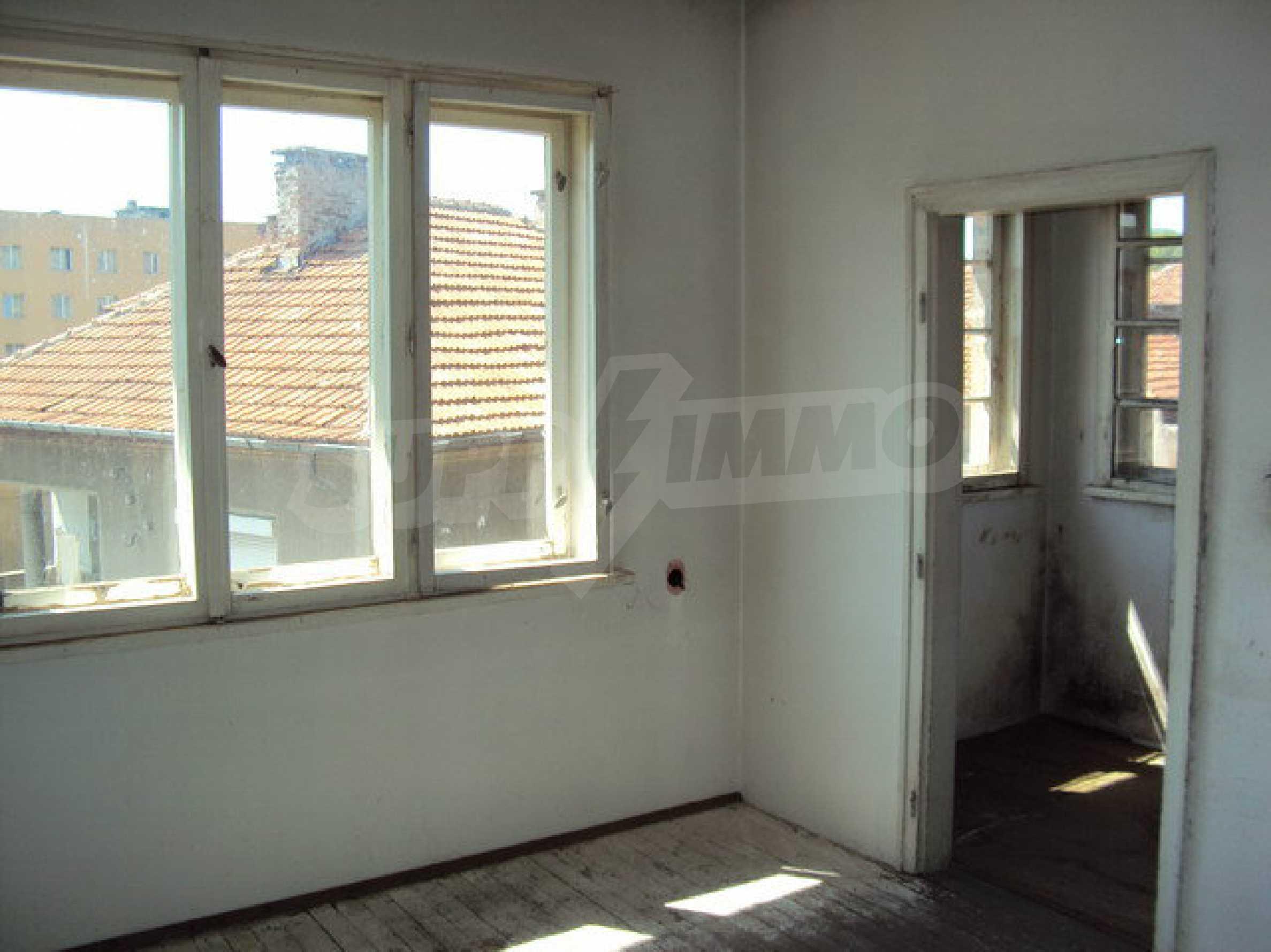Spacious house with a yard, garage and additional building Dryanovo 19