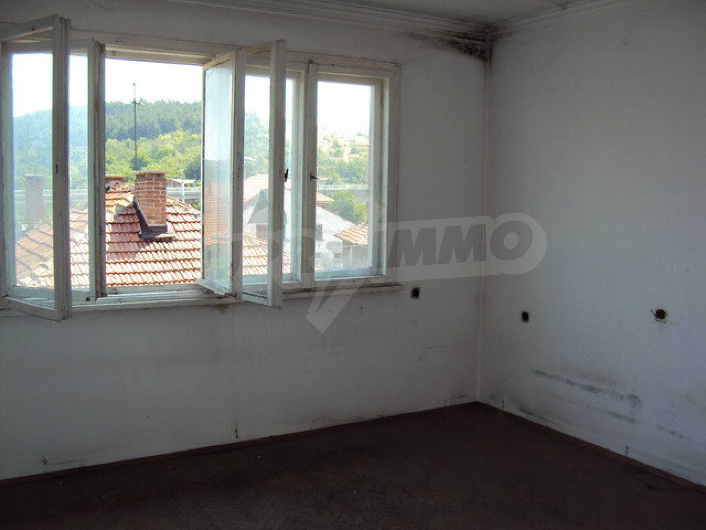 Spacious house with a yard, garage and additional building Dryanovo 21