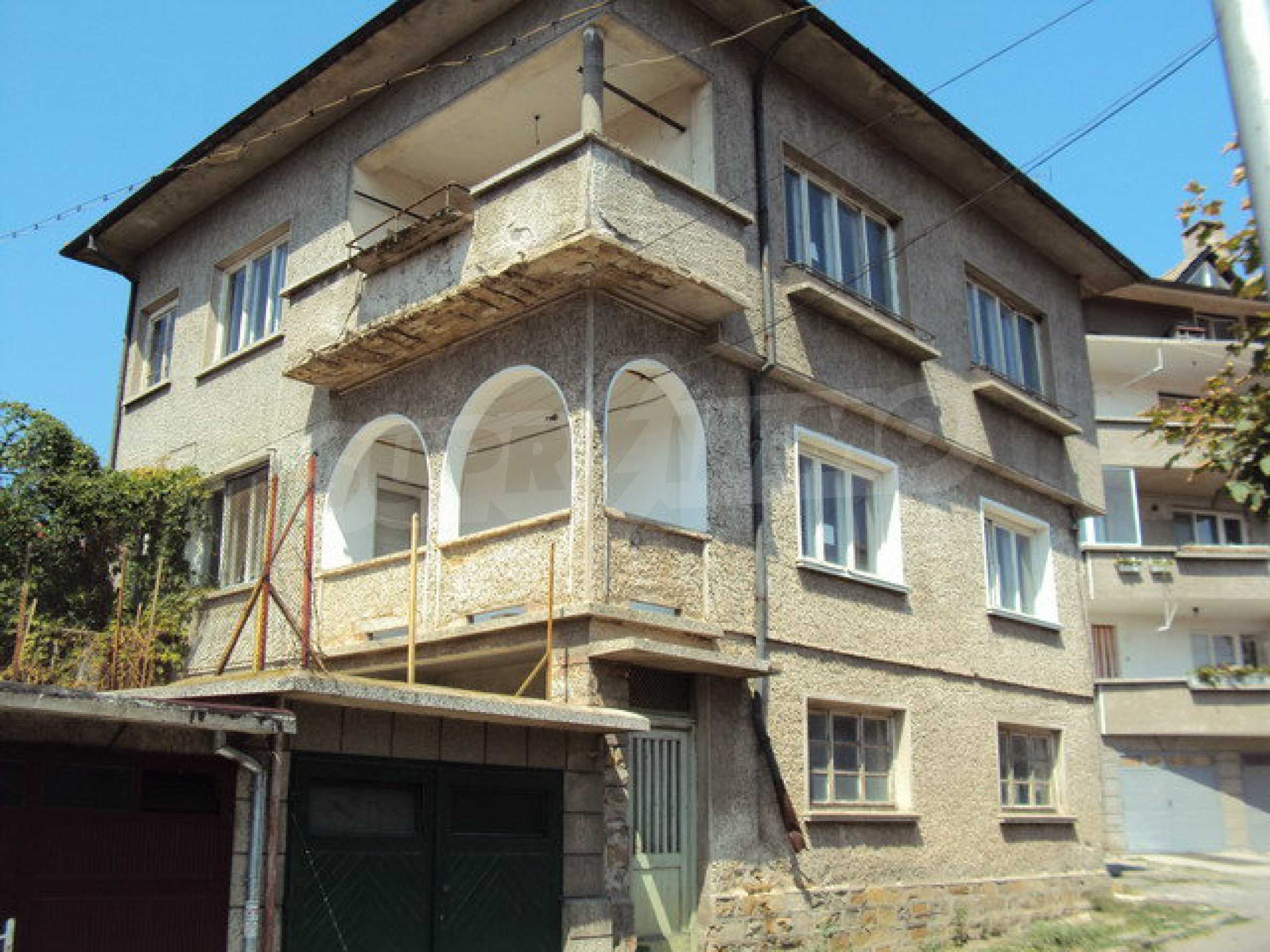 Spacious house with a yard, garage and additional building Dryanovo 35