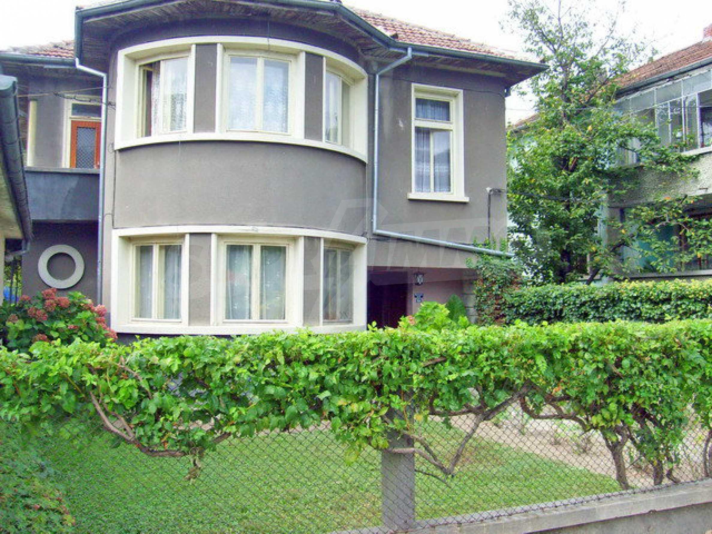 Zweigeschossiges Stadthaus, geeignet für zwei Familien in Gabrovo 1