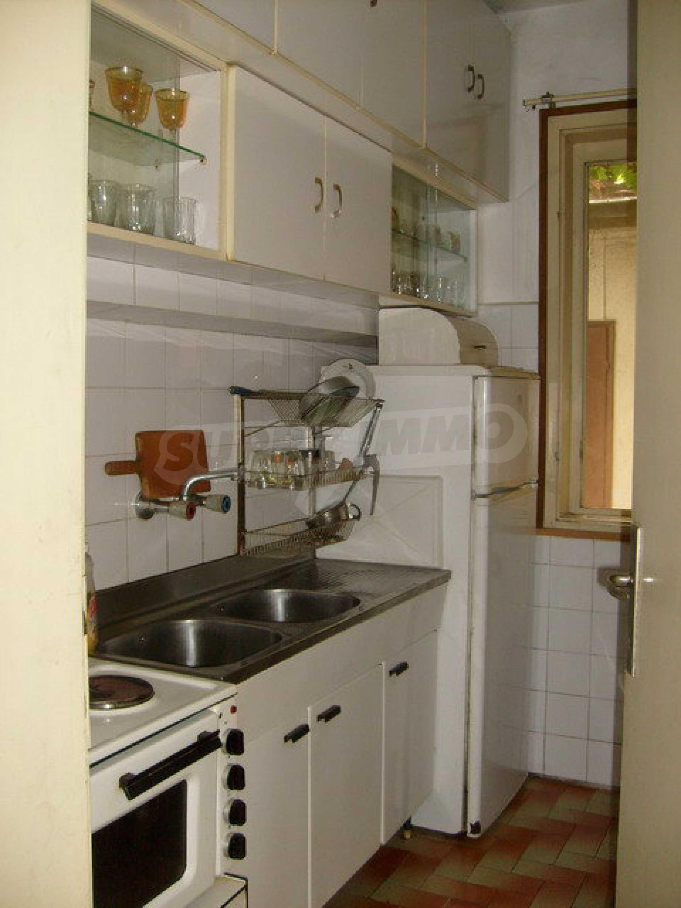 Zweigeschossiges Stadthaus, geeignet für zwei Familien in Gabrovo 2