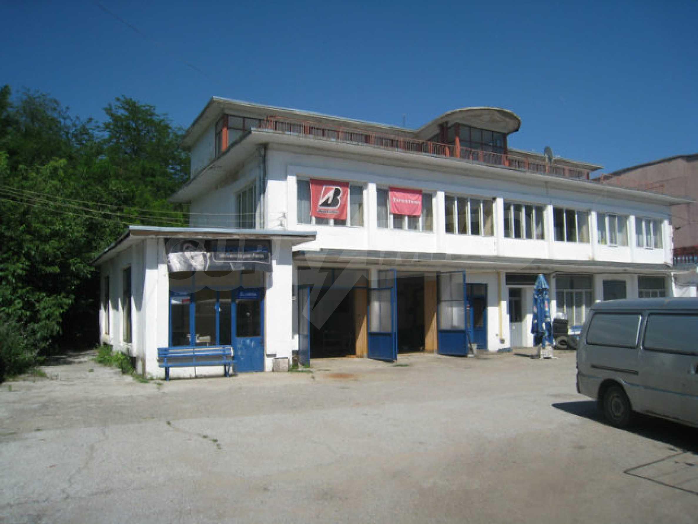Produktionsgebäude mit Dienstleistungs- und Verwaltungsgebäude in der Nähe von Monatan